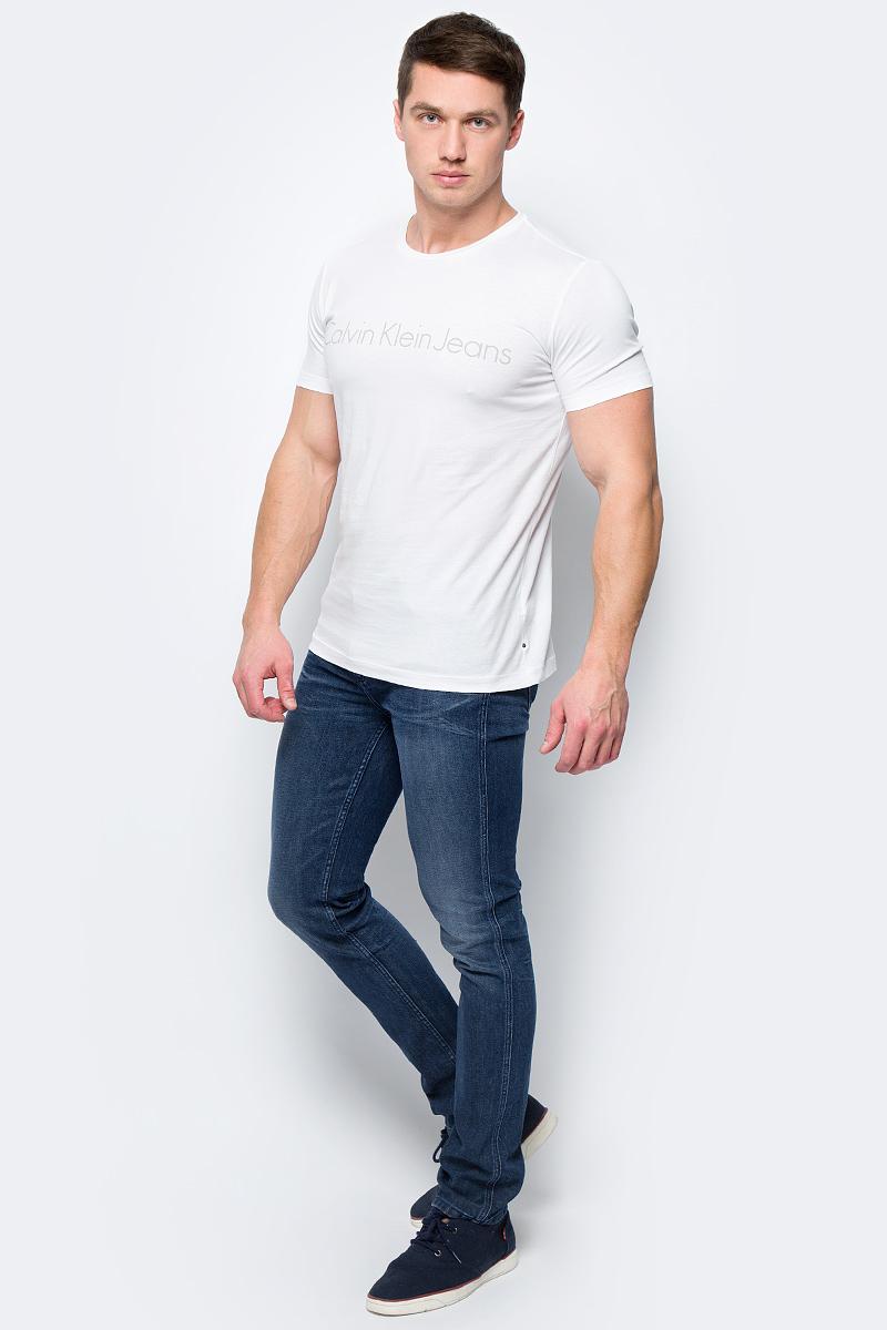 Футболка мужская Calvin Klein Jeans, цвет: белый. J30J306458_1120. Размер XL (50/52)J30J306458_1120Футболка Calvin Klein - оптимальный вариант для активного отдыха и повседневного использования. Модель выполнена из хлопка, что обеспечивает максимально комфортные ощущения во время использования. Принт на груди с названием бренда придает изделию оригинальность.