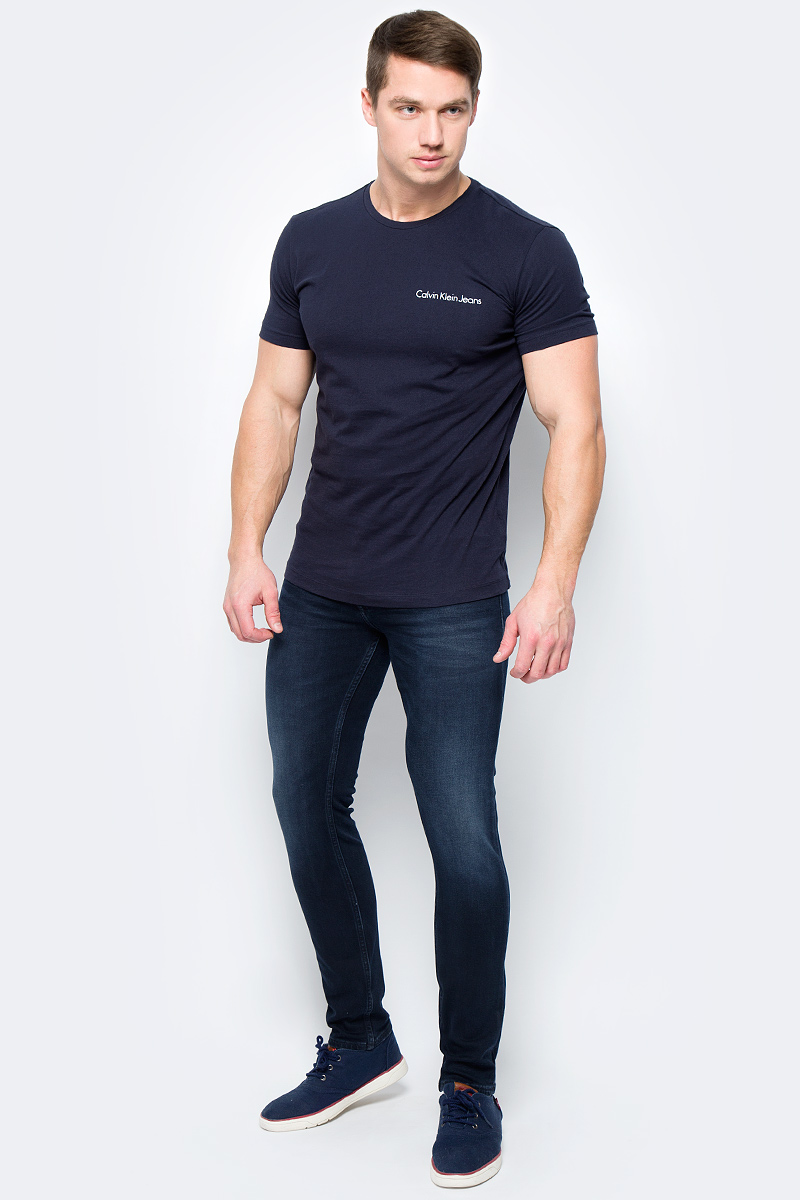 Футболка мужская Calvin Klein Jeans, цвет: синий. J30J306441_4020. Размер L (48/50)J30J306441_4020Футболка Calvin Klein - оптимальный вариант для активного отдыха и повседневного использования. Модель выполнена из хлопка, что обеспечивает максимально комфортные ощущения во время использования.