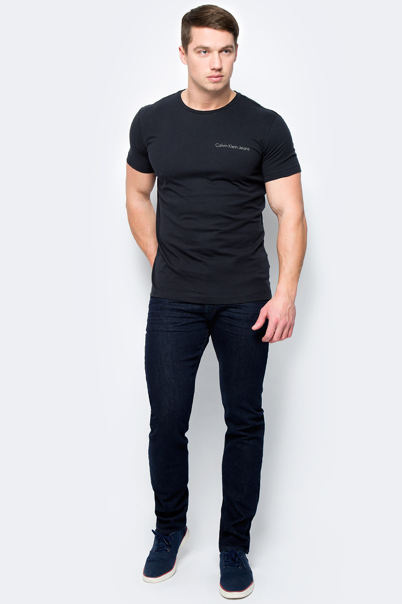 Футболка мужская Calvin Klein Jeans, цвет: черный. J30J306441_0990. Размер M (46/48)J30J306441_0990Футболка Calvin Klein - оптимальный вариант для активного отдыха и повседневного использования. Модель выполнена из хлопка, что обеспечивает максимально комфортные ощущения во время использования.