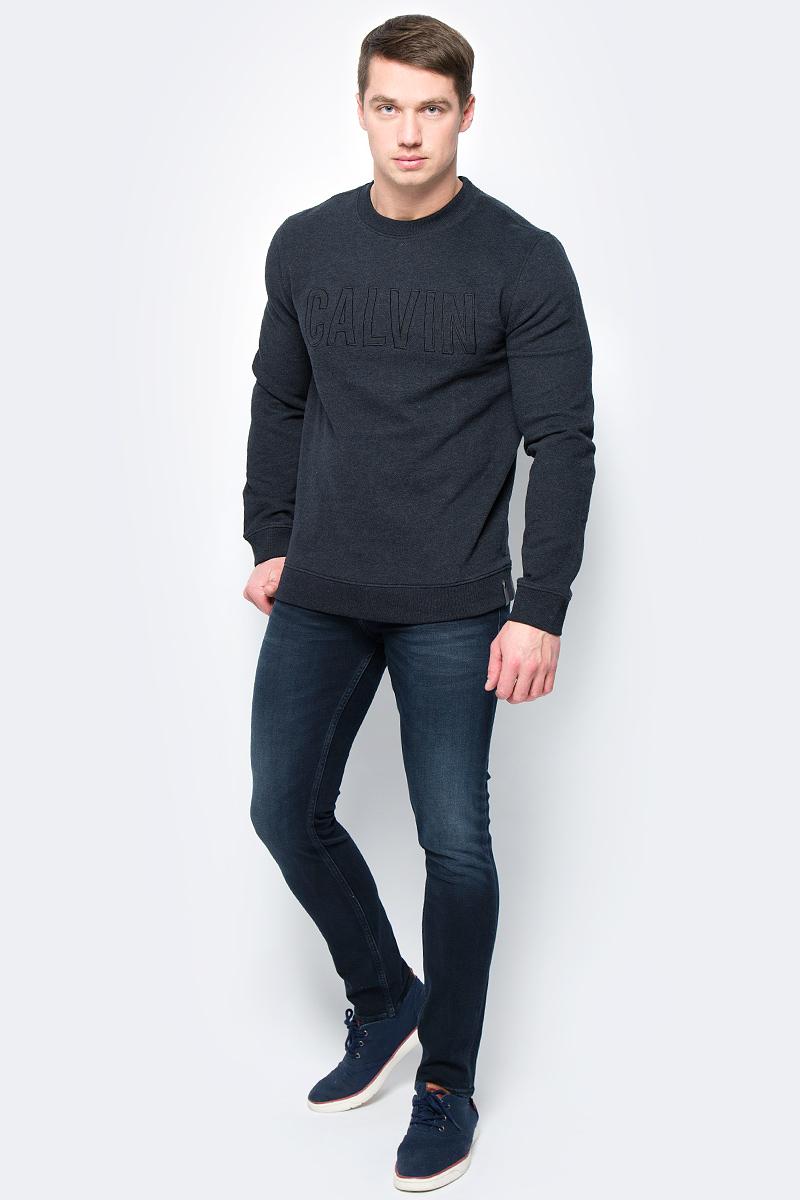 Свитшот мужской Calvin Klein Jeans, цвет: черный. J30J306421_0990. Размер L (48/50)J30J306421_0990Свитшот круглым вырезом и длинными рукавами изготовлен из качественного смесового материала. Низ изделия и рукава дополнены эластичной резинкой.