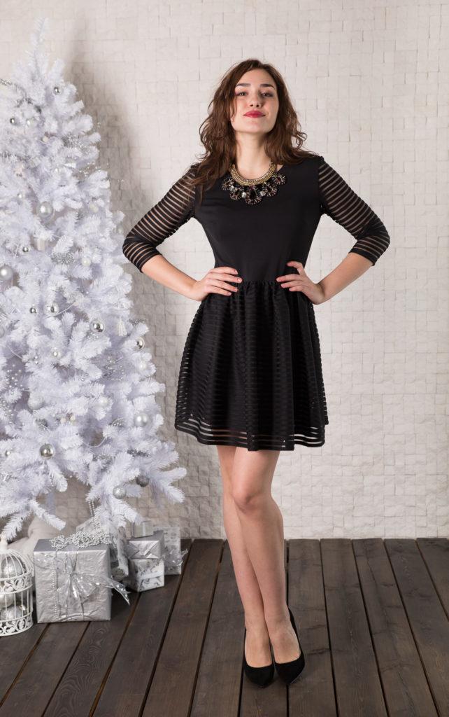 Платье Lautus, цвет: черный. 950. Размер 44950Платье от Lautus полуприлегающего силуэта. Втачные рукава 3/4. Круглый вырез горловины. Юбка-полусолнце.