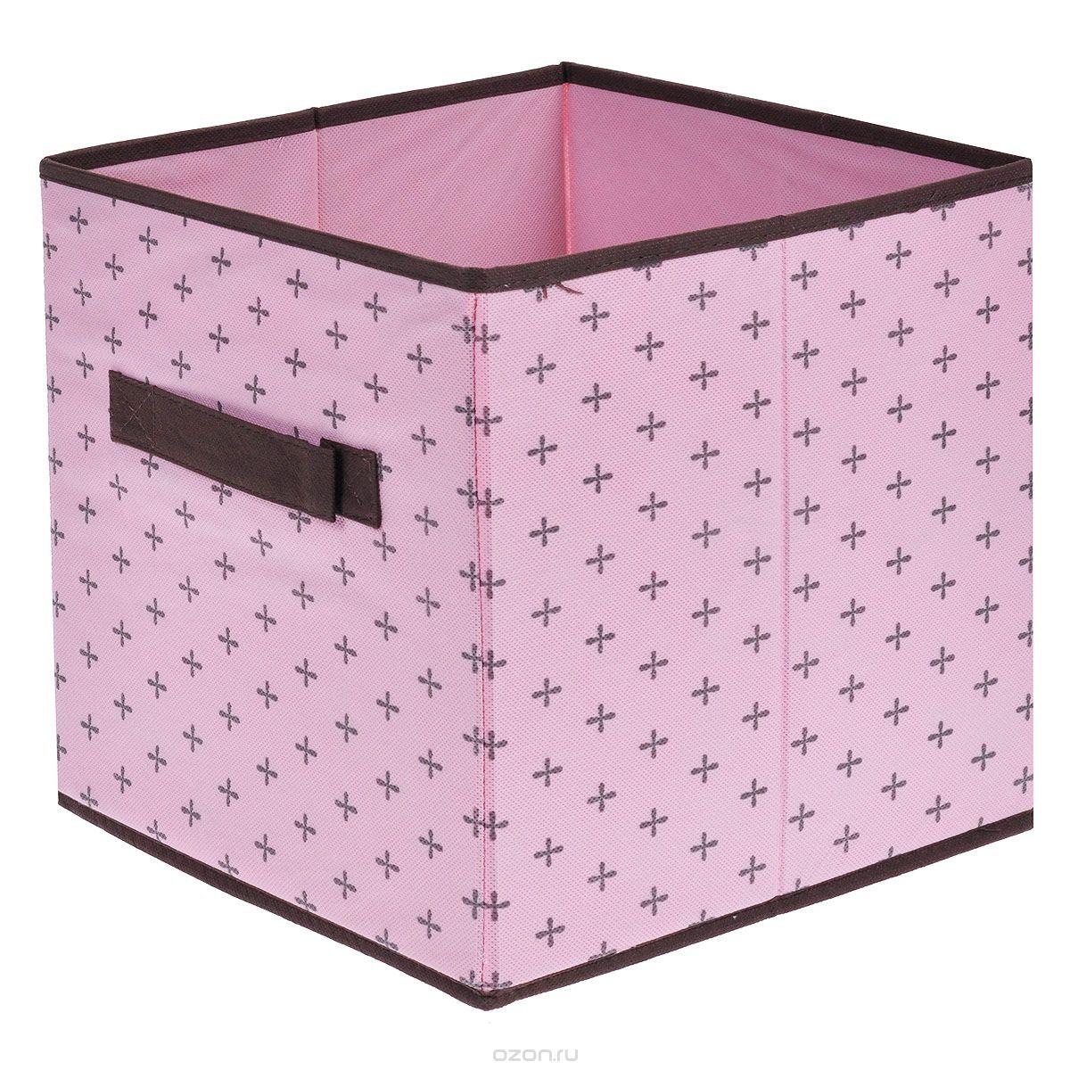 Ящик для хранения FS-6131R, цвет: розовый, 26 см х 26 см х 26 смFS-6131RЯщик FS-6131R предназначен для хранения и транспортировки вещей, изготовлен из нетканого материала высокого качества. Для удобства в обращении есть ручка. Особая фактура ткани не пропускает пыль и при этом позволяет воздуху свободно проникать внутрь, обеспечивая естественную вентиляцию. Материал легок, удобен и не образует складок. Особая конструкция позволяет при необходимости одним движением сложить или разложить ящик. Характеристики: Материал: нетканый материал.Размер: 26 см х 26 см х 26 см.