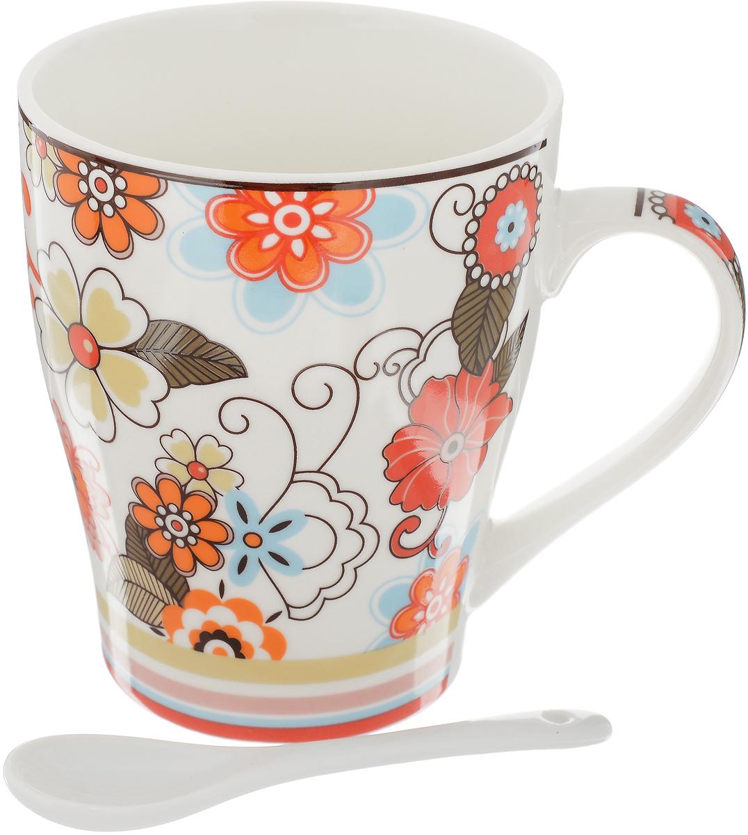 """Кружка Доляна """"Мария"""" изготовлена из высококачественной керамики. Изделие оформлено красочным рисунком и покрыто превосходной сверкающей глазурью. Изысканная кружка прекрасно оформит стол к чаепитию и станет его неизменным атрибутом.В комплект входит чайная ложка."""