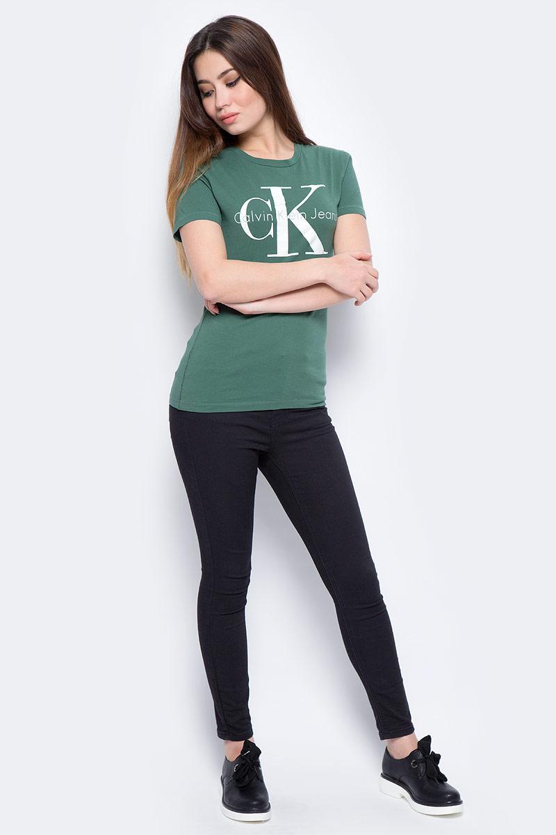 Футболка женская Calvin Klein Jeans, цвет: зеленый. J20J207085_3470. Размер L (46/48)J20J207085_3470Футболка Calvin Klein - оптимальный вариант для активного отдыха и повседневного использования. Модель выполнена из хлопка, что обеспечивает максимально комфортные ощущения во время использования. Принт на груди с названием бренда придает изделию оригинальность.