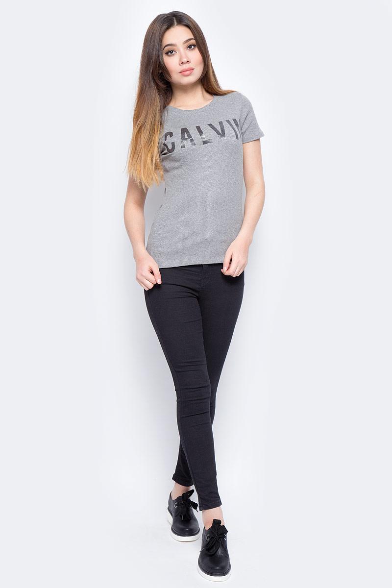 Футболка женская Calvin Klein Jeans, цвет: серый. J20J206441_0380. Размер L (46/48)J20J206441_0380Футболка Calvin Klein - оптимальный вариант для активного отдыха и повседневного использования. Модель выполнена из хлопка с эластаном, что обеспечивает максимально комфортные ощущения во время использования. Принт на груди с названием бренда придает изделию оригинальность.