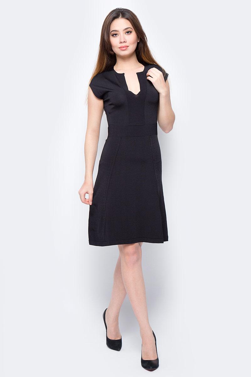 Платье United Colors of Benetton, цвет: черный. 14ENV7045_100. Размер S (42/44)14ENV7045_100Платье United Colors of Benetton выполнено из качественного материала. Модель с круглым вырезом горловины.