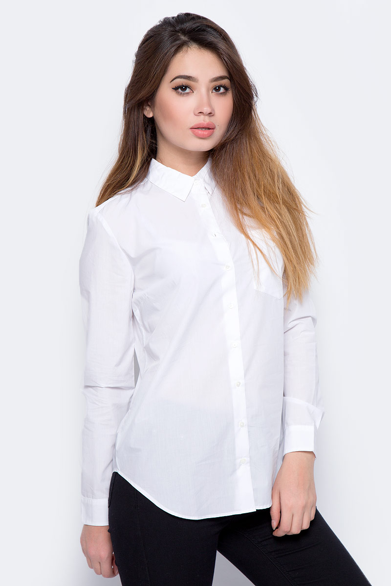 Блузка женская Calvin Klein Jeans, цвет: белый. J20J206582_1120. Размер L (46/48)J20J206582_1120Блузка женская Calvin Klein с длинными рукавами и отложным воротником выполнена из качественного хлопка. Изделие застегивается на пуговицы, имеется нагрудный накладной карман. Манжеты рукавов дополнены застежками-пуговицами, низ изделия закруглен.