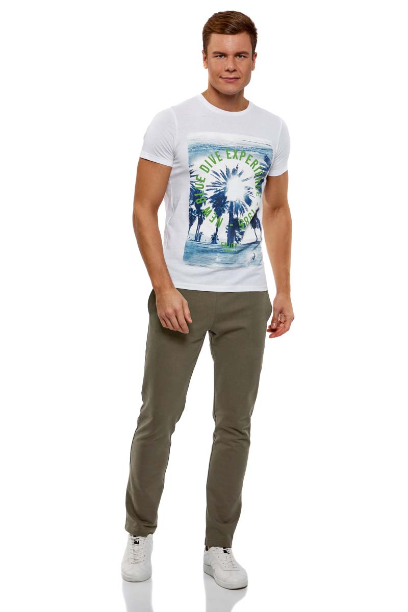Брюки мужские oodji Basic, цвет: темный хаки. 5B230001M/47648N/6800N. Размер XS (44)5B230001M/47648N/6800NМужские брюки, выполненные из эластичного хлопка, подойду как для повседневной носки, так и для занятий спортом. Модель на талии имеет широкую эластичную резинку со шнурком-кулиской. Сзади брюки дополнены накладным карманом.