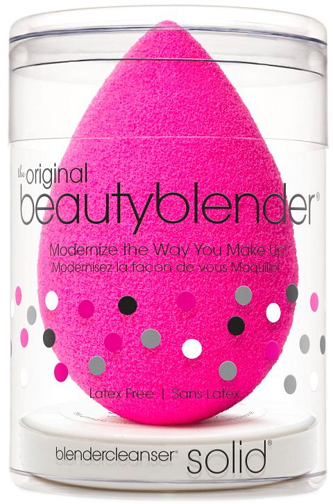 Beautyblender Спонж original и мини мыло для очистки Solid Blendercleanser1035Известный визажист, создающая безупречный и сияющий вид, работающая с макияжами знаменитостей, Рея Энн Сильва изменила подход к макияжу женщин с помощью революционного средства beautyblender. Изначально созданный для профессионалов спонж beautyblender помогал выглядеть безупречно на съемках с использованием камер высокой четкости. Распространившись очень быстро в среде визажистов спонж beautyblender стал не только секретом на съемочной площадке, о нем говорили и его обсуждали в Твиттере. Благодаря своему безлатексному материалу с эксклюзивной структурой открытой ячейки, возможностью повторного использования и простому процессу нанесения (увлажнить/сжать/нанести) спонж beautyblender стал средством, без которого ни один фанат макияжа или ухода за собой не сможет обойтись. Революционная форма делает его использование очень простым, благодаря способности добраться до труднодоступных участков с удивительной лёгкостью. Полностью отсутствуют линии и полосы, которые оставляют угловые и плоские спонжи. Его замшевая текстура чувствительна к прикосновению, а уникальное очертание повторяет контуры лица, делая ваш макияж великолепным и невидимым. beautyblender имеет структуру открытой ячейки, которая наполняется небольшим количеством воды, когда спонж смачивают. Это позволяет спонжу быть наполненным, поэтому средство макияжа остается на поверхности спонжа, а не поглощается им, что дает возможность использовать меньше средства каждый раз. Мыло blendercleanser идеально подходит для очищения спонжа. Удобнодля путешествий, для точечного очищения, для очищения кистей. А легкая отдушка лаванды создаст атмосферу гармонии.