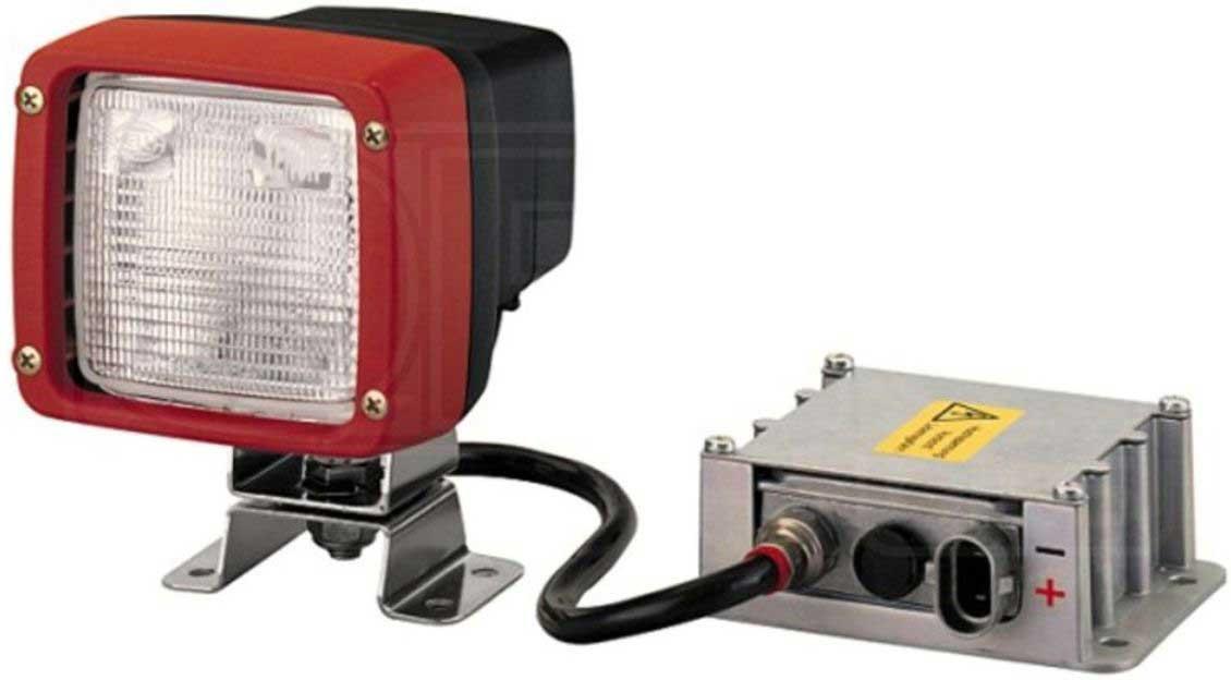 Лампа автомобильная ксеноновая Hella, D2S1GA 998 534-001Фара местного освещения с широким ярким лучом, создает равномерное световое пятно в непосредственной близости от автомобиля. Рабочий свет (f24мм), Ultra Beam FF, ксенон. Фара в квадратном корпусе. Прекрасная защита от пыли и воды по классу IP5K4K. В качестве источника света используется ксеноновая лампа D2S (блок розжига в комплекте). Устанавливается ,как дополнительный источник света на внедорожники и спец.технику.Технические характеристики:Тип сборки НавесНоминальное напряжение [V] 12 , 24Глубина [мм] 137,5Расстояние между отверстиями крепления [мм] 67Общая высота [мм] 150,2Дополнительный артикул / дополнительная информация 2 с встроенным реле , с защитой , с блоком розжигаТип крепления Подвесное , НавесноеШирина 2 [мм] 120Монтажная глубина [мм] 137,5Дополнительный артикул / Дополнительная информация с лампой накаливания , с кронштейномТип корпуса Пластмассовый корпусДлина кабеля [мм] 440Тип ламп D2S (Ксеноновая лампа)световое отверстие [мм] 83 x 83Световое распределение Прожекторная подсветкаЦвет рамы красныйТип защиты (IP-код) IP5K4KКонструкция рассеивателя закалённое стеклоМатериал рассеивателя СтеклоШирина (мм) 112Высота [мм] 102цвет кожуха черныйТип осветительного прибора ксеноновыйДальность действия [м] 90Колебания с демпфером колебаний