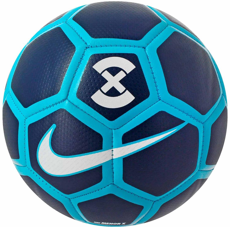 Мяч футбольный Nike X Menor Football, цвет: синий. Размер ProSC3039-471Nike X Menor Football Футбольный мяч Nike X Menor обеспечивает отличное касание и контроль для игры в мини-футбол. Яркий контрастный рисунок позволяет с точностью отслеживать траекторию движения и вращения мяча. Предназначенный для мини-футбола, он меньше и тяжелее обычных мячей. Текстурированное покрытие для превосходного касания и контроля мяча. Камера с низким отскоком превосходно удерживает воздух. Традиционная конструкция из 32 панелей для правильной и точной траектории полета.