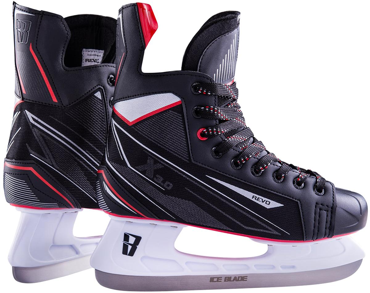 Коньки хоккейные мужские Ice Blade Revo, цвет: черный, красный. Размер 47УТ-00010442Хоккейные коньки Ice Blade Revo являются официальной лицензионной продукцией Континентальной Хоккейной Лиги (КХЛ). Это прекрасная любительская модель коньков с уникальным стильным ассиметричным дизайном, выполненным в новой стилистической концепции КХЛ. Модель выполнена из износостойких материалов, устойчивых к порезам. Усиленная жесткость ботинка для более уверенного катания. Дополнительные вставки из EVA и MEMORY foam обеспечат комфорт. Лезвие выполнено из высокоуглеродистой стали с покрытием из никеля. Шнуровка надежно зафиксирует модель на ноге.Коньки подходят для использования на открытом и закрытом льду.
