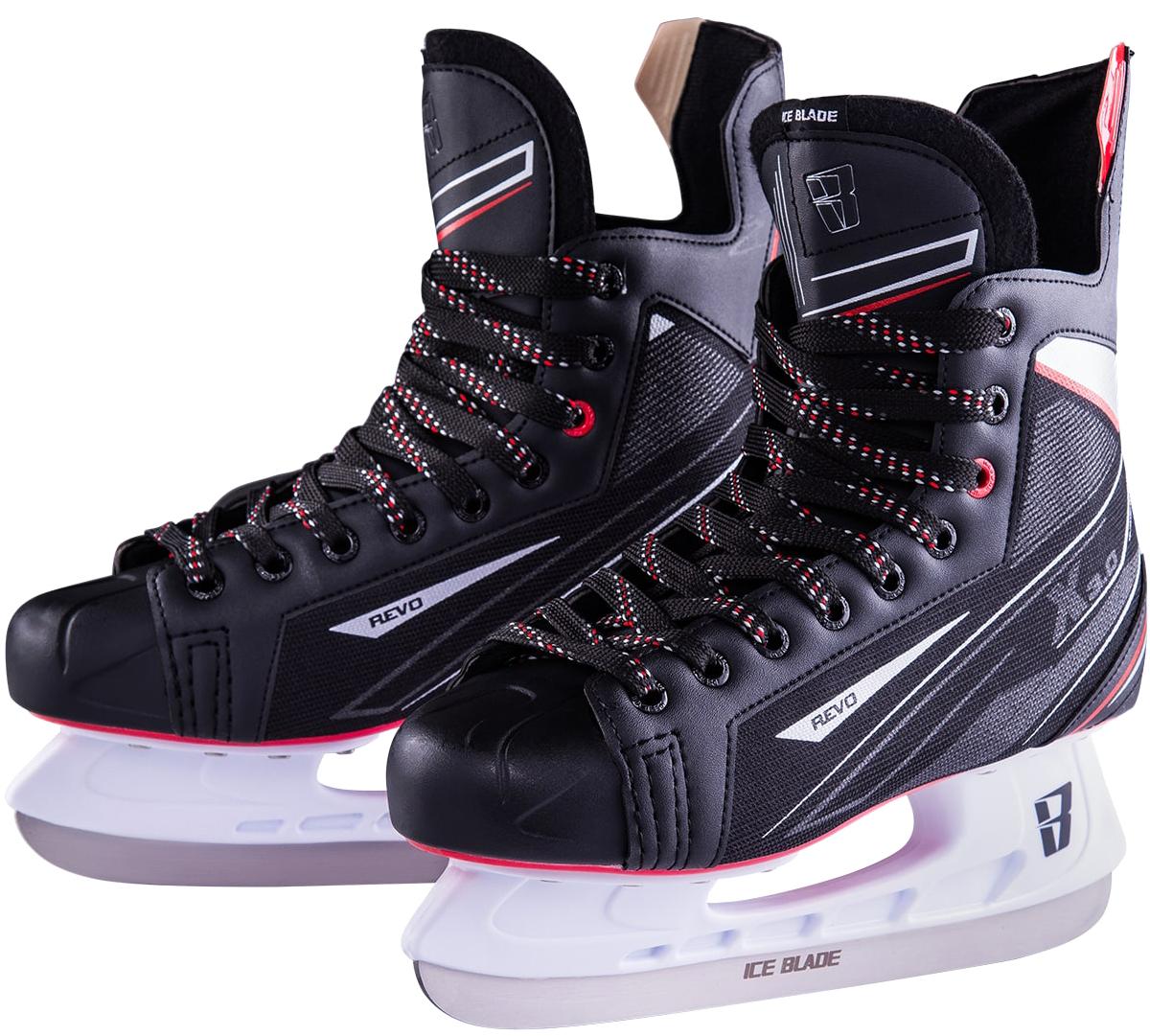 """Хоккейные коньки Ice Blade """"Revo"""" являются официальной лицензионной продукцией Континентальной Хоккейной Лиги (КХЛ). Это прекрасная любительская модель коньков с уникальным стильным ассиметричным дизайном, выполненным в новой стилистической концепции КХЛ. Модель выполнена из износостойких материалов, устойчивых к порезам. Усиленная жесткость ботинка для более уверенного катания. Дополнительные вставки из EVA и MEMORY foam обеспечат комфорт. Лезвие выполнено из высокоуглеродистой стали с покрытием из никеля. Шнуровка надежно зафиксирует модель на ноге.  Коньки подходят для использования на открытом и закрытом льду."""