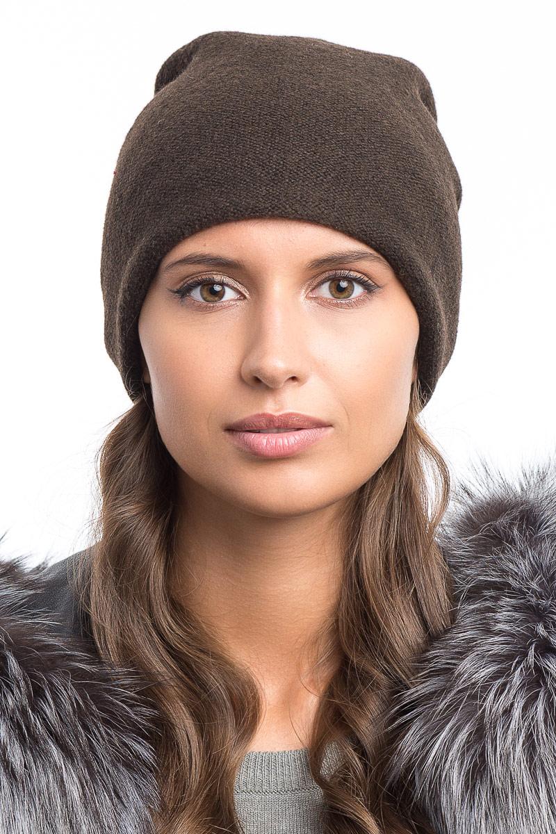 Шапка женская Stilla, цвет: коричневый. SH-1776/02. Размер 52/56SH-1776/02Теплая зимняя шапка. Мелкая элегантная вязка,флисовая подкладка. Сзади защипы с декоративными бусинами.Универсальный размер 52-56.