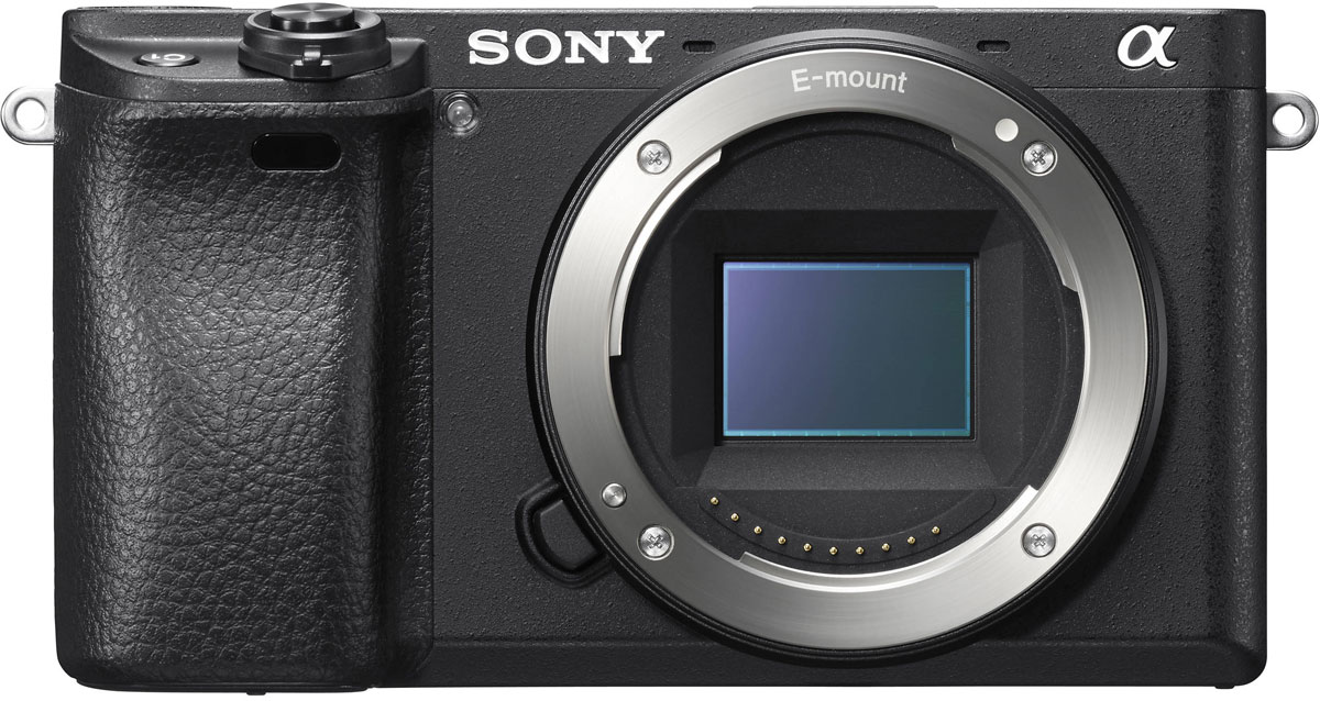 Sony Alpha A6300, Black цифровая фотокамераILCE6300B.CECВстречайте Sony Alpha A6300 — беззеркальную камеру формата APS-C, которая выводит скорость и точность автофокусировки на качественно новый уровень.Реализуйте смелые творческие замыслы — самый быстрый в мире автофокус (0,05 секунды) с самым большим в мире числом точек фазового автофокуса (425 точек) помогает добиться исключительного уровня фотоснимков и потрясающего качества видеозаписи в 4K.Передовая система автофокусировки 4D FOCUS позволяет отслеживать даже движущиеся объекты точно и быстро.Новая конструкция матрицы позволяет создавать изображения с низким уровнем шума даже при значениях чувствительности до ISO 51200.Создавайте 4K-видеозаписи высокого качества с потрясающим разрешением и пробуйте новые функции видеосъемки, которыми пользуются профессионалы.425 точек фазовой АФ распределены по всей площади кадра с высокой плотностью, поэтому во время съемки ни один объект в кадре не останется вне поля зрения.Сохраните важные моменты с безупречной четкостью. Выберите режим серийной съемки с отслеживанием AF/AE и скоростью съемки до 11 кадров/с или до 8 кадров/с в режиме предпросмотра в электронном видоискателе или на ЖК-экране с минимальной задержкой.CMOS-матрица Exmor и алгоритм обработки изображения процессора BIONZ X позволяют создавать высококлассные изображения при чувствительности до ISO 51200.Медная проводка, по которой сигнал отводится от каждой ячейки, расположена под подложкой матрицы, не препятствует прохождению и увеличивает количество улавливаемого света, повышая светочувствительность до ISO 51200 при снижении уровня шума.Помимо режима видеозаписи в 4K, в камере есть богатый выбор режимов для съемки видео, которые помогут вам воплотить самые смелые творческие замыслы на профессиональном уровне.Новый высококонтрастный видоискатель XGA OLED Tru-Finder с высоким разрешением обеспечивает высокое качество просмотра во время съемки, особенно для динамичных сцен при выборе нового режима с высокой частотой