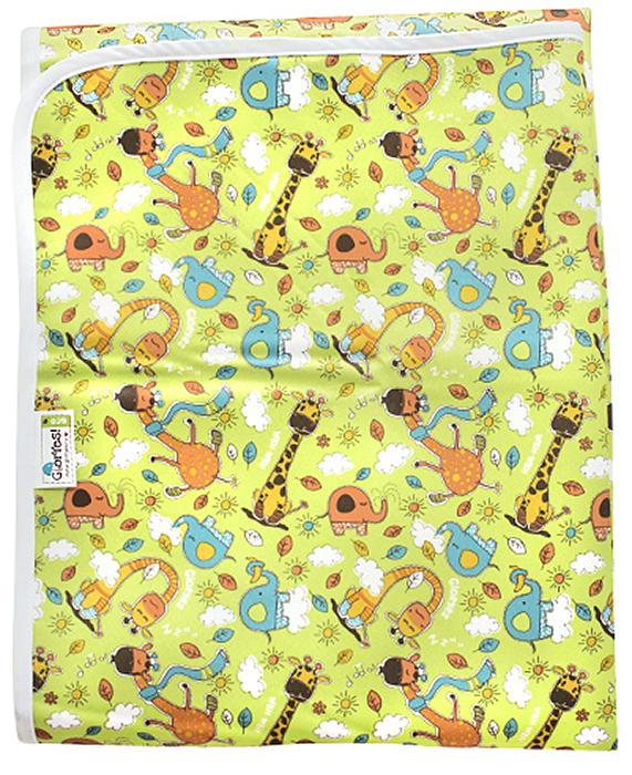 GlorYes! Наматрасник детский Жирафы 120 х 60 смCov--18Если ваш малыш спит в кроватке стандартного размера 120 x 60 (за счет эластичных резинок подойдет и для размера 125 x 65 см), то лучший способ защитить кровать от влаги – это непромокаемый дышащий наматрасник GlorYes!Вы заметите, что он не смещается с матраца, позволяет коже малыша дышать, приятный и теплый для кожи и не создает острых углов, как обычные клеенки.верхний мягкий и дышащий водонепроницаемый слой (полиэстер) с красивыми расцветкаминижний 3D слой против скольжения по матрацухорошая вентиляция воздуха: кожа малыша не преетне сминается и не смещается: закрепляется за все 4 стороны матраца эластичными резинкамине шуршит за счет мягкого верхнего слояприятный для тела и нехолодный: на него можно положить малыша без одежды во время игрыочень хорошо отстирывается и быстро сохнетвыдерживает более 2000 стирок размер: 120 x 60 см (подходит для стандартных кроваток 120 х 60 и 125 х 65 см)Как ухаживать:1) максимальная температура стирки: 40°С2) максимальный отжим не ограничен3) сушить в естественных условиях, не сушить на батарее или полотенцесушителе4) стирать мылом, любыми порошками или жидкими средствами5) отбеливать любыми отбеливателями, в составе которых нет хлора; рекомендуются кислородные отбеливатели6) допускается использование кондиционера для смягчения бельяСкачайте полную инструкцию по использованию продукции Gloryes! Состав: 100% полиэстер
