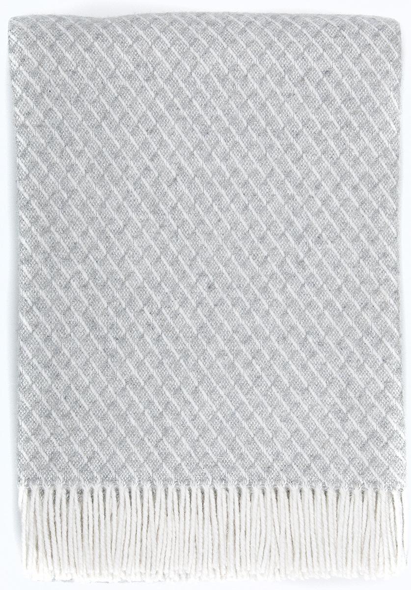 Плед Vladi Жасмин, цвет: белый, светло-серый, 140 х 200 см03080Плед Жасмин имеет оригинальную выразительную структуру, отличное качество и натуральный цвет. Выполняется в широкой цветовой гамме с большим количеством оттенков. Необычная текстура пледа Жасмин универсально подойдет для любого типа мебели и стиля комнаты. Отличный вариант для самых требовательных покупателей с изысканным вкусом.