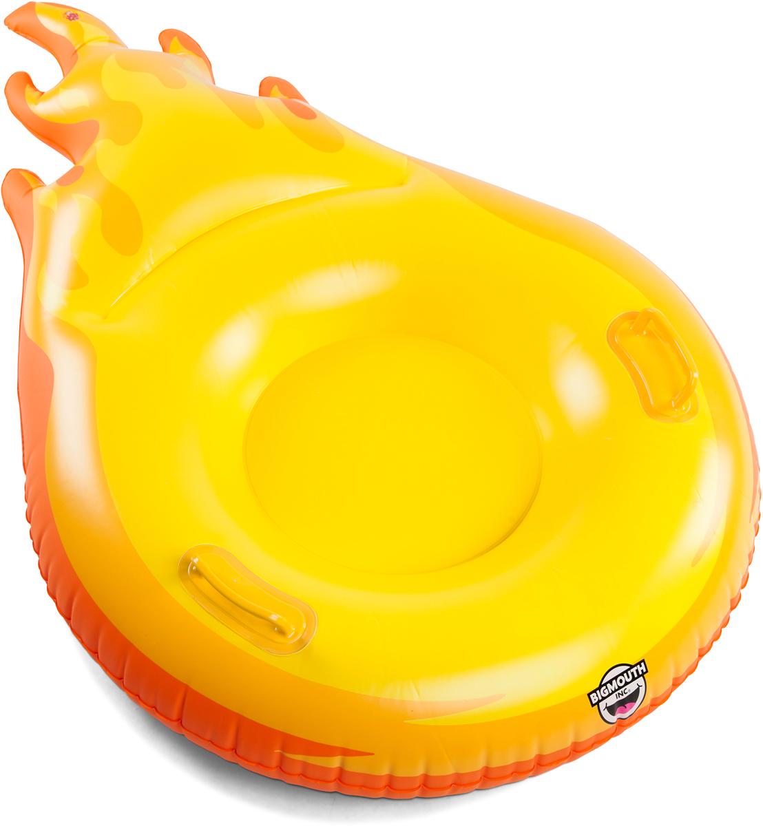 Тюбинг надувной BigMouth Flaming Fireball, цвет: желтый, диаметр 1 мBMST-0010Виниловый тюбинг в форме кометы для зимнего катания с горки. Тюбинг имеет яркую расцветку и оригинальный дизайн. Изделие выполнено из высокопрочного винила soft touch, что делает его не только долговечным, но и комфортным в использовании. Усиленная проклейка швов и крепление деталей не позволит тюбингу порваться даже при использовании на сильно обледеневших поверхностях. Для удобства катания модель дополнена специальными ручками. Яркий и стильный тюбинг выделит своего владельца среди всех отдыхающих на склоне. Нестандартный дизайн добавит удовольствия катанию и не позволит потерять свой транспорт в суматохе после спуска. Тюбинг станет идеальным подарком как для ребенка, так и для взрослого. С таким ярким спутником зимние дни пролетят весело и беззаботно.Зимние игры на свежем воздухе. Статья OZON Гид
