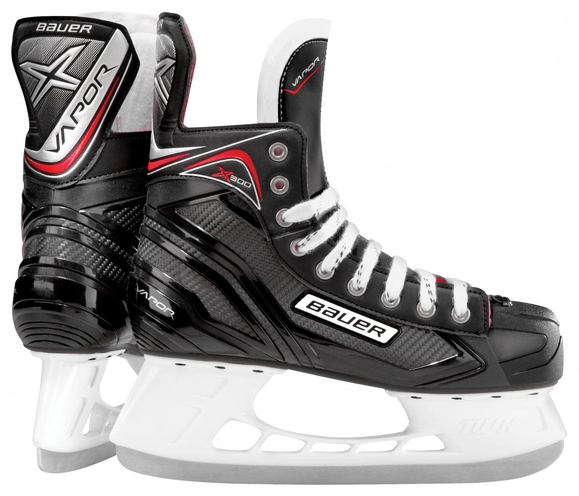 Коньки хоккейные Bauer Vapor X300, цвет: черный. 1050549. Размер 301050549Коньки хоккейные начального уровня BAUER VAPOR X300 S17 SR новинка сезона 2017 года. Эксклюзивная, уникальная конструкция ботинок обеспечивает на 15% больше поддержки лодыжки, а также обладает точной анатомической формой, что дает игроку комфортную посадку и удобное ощущение вокруг стопы. Внешнее покрытие корпуса ботинок выполнено из цельного, композитного материала, что делает ботинки более долговечными.Термоформируемыйкорпус позволяет получить максимально комфортную посадку ботинка. В области лодыжек расположена внутренняя набивка из пеныAnaForm, которая обеспечивает оптимальную поддержку и устойчивость. Внутренняя подкладка выполнена из износоустойчивой микрофибры, которая способствует быстрому удалению влаги из ботинка и его быстрому высыханию. Двухсоставной, внутренний язычок имеет подкладку из белого войлока. Анатомическая форма язычка способствует комфортному охвату передней части голеностопного сустава. Формованная, внутренняя стелька выполнена из легкой пеныEVA. Жесткая подошва способствует эффективной передаче энергии при движении и более быстрому разгону. На коньках установлены стаканыTuuk Lightspeed Proс лезвиями из нержавеющей сталиTuuk.