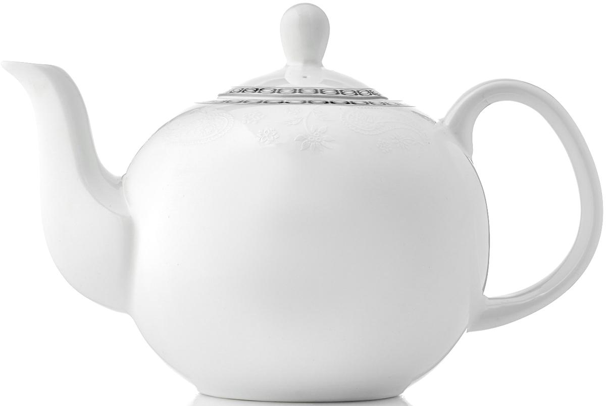 """Заварочный чайник """"Arista White"""" изготовлен из костяного фарфора и декорирован аристократическими символами - вензелями, которые передают настроение торжества и изящества.Особенный шарм коллекции придает круговая белая деколь, переносящая нас в эпоху классицизма.Изделия коллекции из костяного фарфора """"Arista White"""" обладают высокой прозрачностью, повышенной прочностью и устойчивостью к истиранию: царапины от ножа и сеточки трещин не появятся на ней даже через несколько лет. Чайник новой круглой формы очень практичен: его легко очищать, чаинки не забиваются в отверстия. Кроме того, благодаря округлому силуэту чайник стал более изящным и подойдет как для чаепития в кругу семьи, так и для торжественного случая.Изделия из коллекции Arista White можно использовать в микроволновой печи, мыть в посудомоечной машине."""
