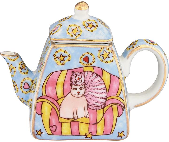 Чайник декоративный Elan Gallery Коты на кресле, цвет: голубой, 100 мл360047Сувениры - традиционное украшение нашего жилья. Декоративный чайник станет прекрасным дополнением к интерьеру вашей кухни, а так же приятным презентом на любой праздник.