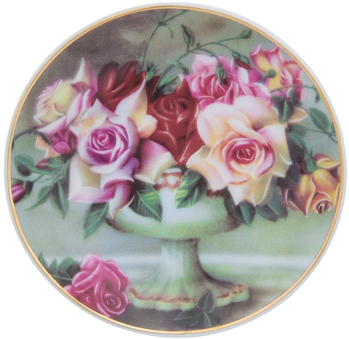Тарелка декоративная Elan Gallery Букет из роз, с подставкой, цвет: темно-зеленый, диаметр 10 см504184;504184Декоративная тарелка Elan Gallery Букет из роз, изготовленная из фарфора, станет необыкновенным подарком и прекрасным украшением вашего интерьера. Тарелка оснащена петелькой для подвешивания, а также ее можно разместить на пластиковой подставке, которая входит в комплект.
