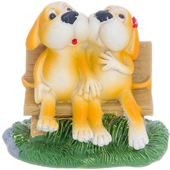 Фигурка декоративная Elan Gallery Щенки терьера на скамейке, цвет: светло-коричневый, 7,5 х 4,5 х 6,5 см980058Декоративная фигурка Щенки терьера за скамейке станет прекрасным дополнением вашего интерьера, а также отличным подарком в наступающем 2018 году, символом которого является по восточному (китайскому) календарю – Желтая Земляная Собака, которая весь год будет на страже Вашего благополучия.