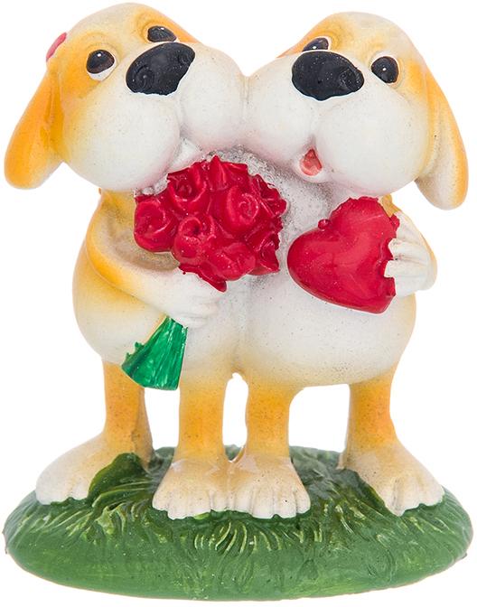 Фигурка декоративная Elan Gallery Щенки терьера с сердцем и букетом, цвет: светло-коричневый, 5 х 3,5 х 6 см980060Декоративная фигурка Щенки терьера с сердцем станет прекрасным дополнением вашего интерьера, а также отличным подарком в наступающем 2018 году, символом которого является по восточному (китайскому) календарю – Желтая Земляная Собака, которая весь год будет на страже Вашего благополучия.