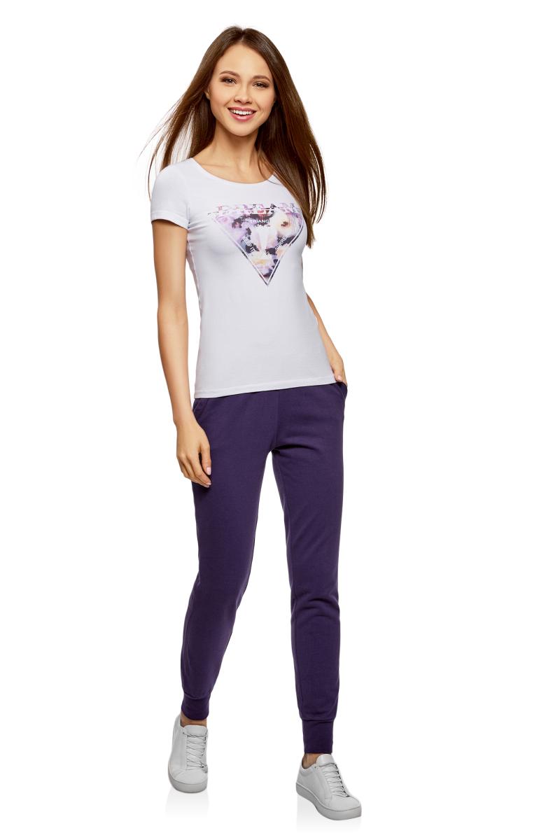 Брюки спортивные женские oodji Ultra, цвет: темно-фиолетовый. 16701055B/47999/8800N. Размер L (48)16701055B/47999/8800NЖенские брюки, выполненные из натурального хлопка, подойдут как для повседневной носки, так и для занятий спортом. Модель на талии имеет широкую эластичную резинку со шнурком-кулиской. Спереди брюки оснащены двумя втачными карманами. Низ брючин дополнен трикотажными манжетами.