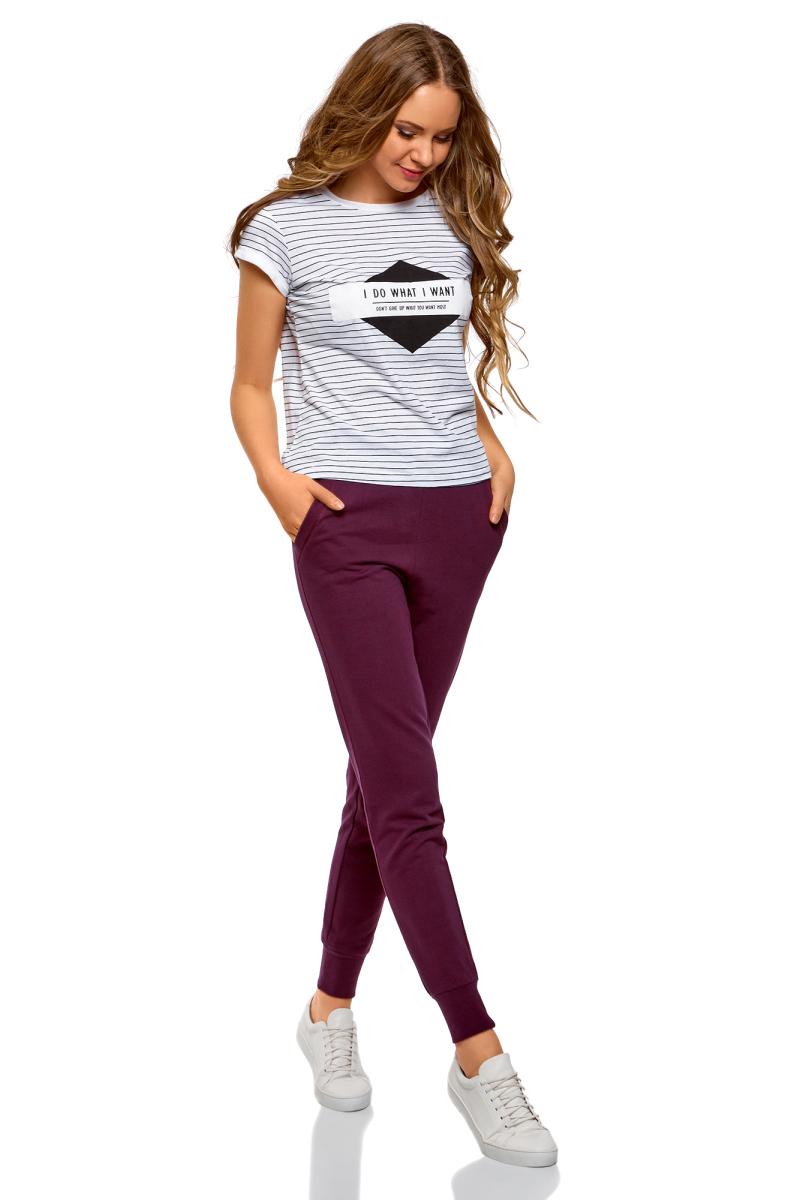 Брюки женские oodji Ultra, цвет: темно-фиолетовый. 16701055B/47999/8801N. Размер L (48)16701055B/47999/8801NЖенские брюки, выполненные из натурального хлопка, подойдут как для повседневной носки, так и для занятий спортом. Модель на талии имеет широкую эластичную резинку со шнурком-кулиской. Спереди брюки оснащены двумя втачными карманами. Низ брючин дополнен трикотажными манжетами.