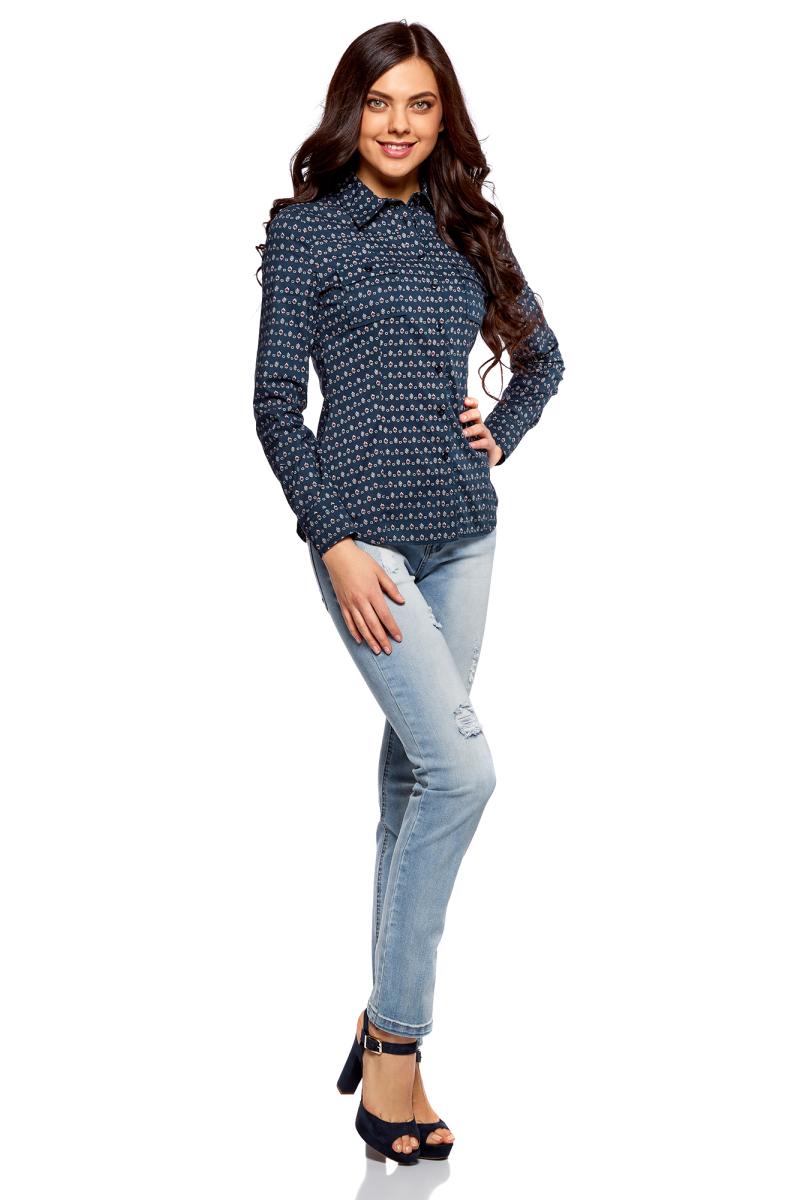 Рубашка женская oodji Ultra, цвет: темно-синий, кремовый. 11442121-5B/43609/7930G. Размер 34 (40-170)11442121-5B/43609/7930GСтильная блузка oodji изготовлена из натурального хлопка и застегивается на пуговицы. Модель выполнена с отложным воротничком и длинными рукавами. Манжеты рукавов дополнены застежками-пуговицами. Спереди блузки имеются накладные карманы.