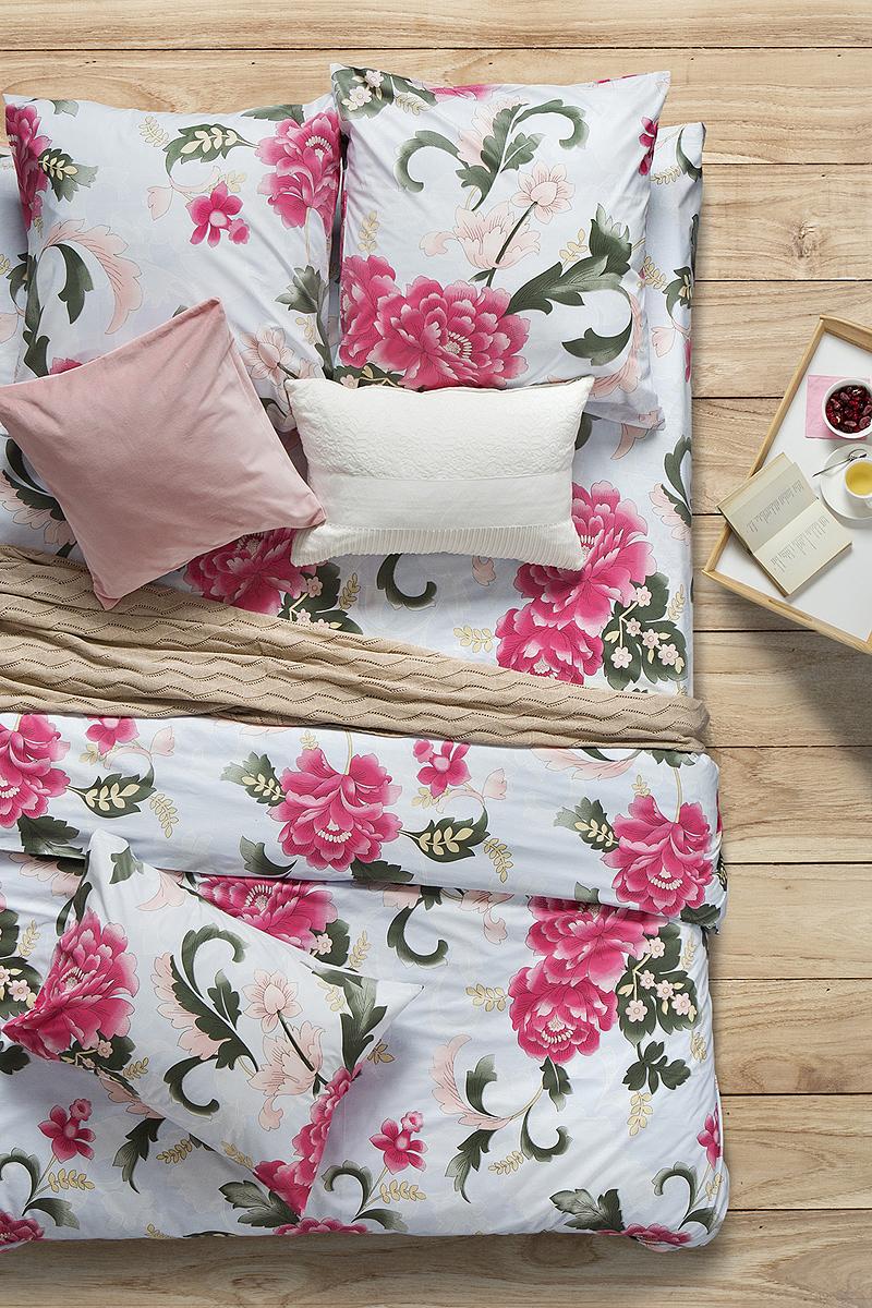 Комплект белья Sova & Javoronok Пион Скарлет, 1,5-спальный, наволочки 50x70. 20308162402030816240Комплект белья Sova & Javoronok поможет вам расслабиться и подарит спокойный сон.Постельное белье имеет и привлекательный внешний вид, отлично стирается, гладится, быстро сохнет.Комплект состоит из пододеяльника, простыни и двух наволочек.Благодаря такому комплекту постельного белья, вы сможете создать атмосферу уюта и комфорта в вашей спальне.Плотность: 120 г.