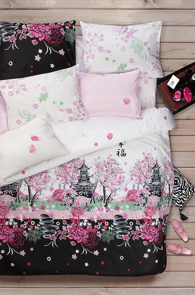 Комплект белья Sova & Javoronok поможет вам расслабиться и подарит спокойный сон.  Постельное белье имеет и привлекательный внешний вид, отлично стирается, гладится, быстро сохнет.    Комплект состоит из пододеяльника, простыни и двух наволочек.  Благодаря такому комплекту постельного белья, вы сможете создать атмосферу уюта и комфорта в вашей спальне.  Плотность: 120 г.