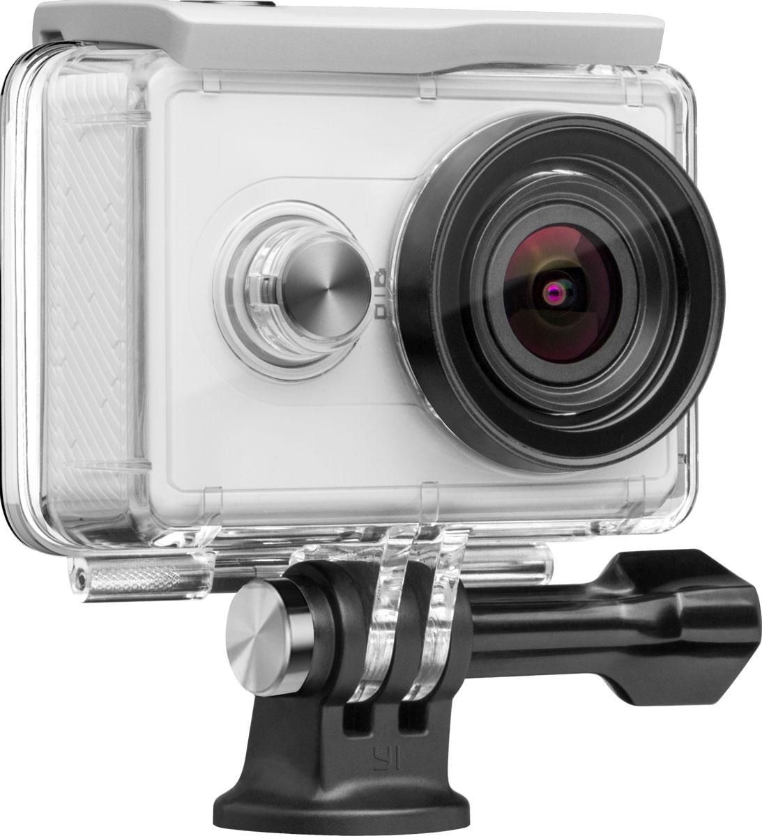 Xiaomi аквабокс для экшн-камеры Yi, White88104Аквабокс Xiaomi позволяет не только использовать камеру при профессиональных погружениях на глубине до40 метров, но и заниматься подводной фотоохотой, делать живые, четкие снимки во время прогулки под дождем,сплава по рекам, а также во время наблюдения за водоплавающими птицами на берегу водоемов (бердинг).Надежные материалы корпуса и линзыБлагодаря использованию стекла Corning Gorilla Glass и специальному двойному оптическому покрытиюсветопроницаемость объектива становится значительно выше, а подводные съемки еще реалистичнее. Дляизготовления линзы аквабокса используется стекло Gorilla Glass от компании Corning и наносится двойноеоптическое покрытие AF/AR, тем самым улучшается светопроницаемость, уменьшается степень загрязнениялинзы отпечатками пальцев, при этом не оказывается отрицательное влияние на качество съемки экш-камерыXiaomi Yi, на ее функции и свойства, предусмотренные производителем. Во время подводной съемки неискажаются цветопередача и естественный свет. Аквабокс обладает высокой износостойкостью, обеспечиваетнадежную защиту объектива камеры.Разработанный специально для экш-камеры Xiaomi Yi данный аквабокс за счет герметичных швов и плотнопримыкающих стыков обладает не только отличной водонепроницаемостью, но и эффективно защищает камеруот попадания мелких частиц пыли. Эффективная сопротивляемость давлению воды, доказанная многочисленными испытаниями. Отверстие длякрепления со стандартной резьбой 1/4, позволяющее присоединять различные дополнительные аксессуарыКорпус аквабокса выполнен из высокопрочного PC пластика (поликарбонат). Благодаря использованиюспециальных разработок и технологий изготовления обеспечивается легкость и долговечность материала.Данный аквабокс может без ущерба выдерживать давление воды на глубине 40 метров и низкие температуры (-30°С). Благодаря своим пылезащитным, износостойким, противоударным свойствам подходит как длялюбительской фото-видеосъемки, так и для профессиональных погруже