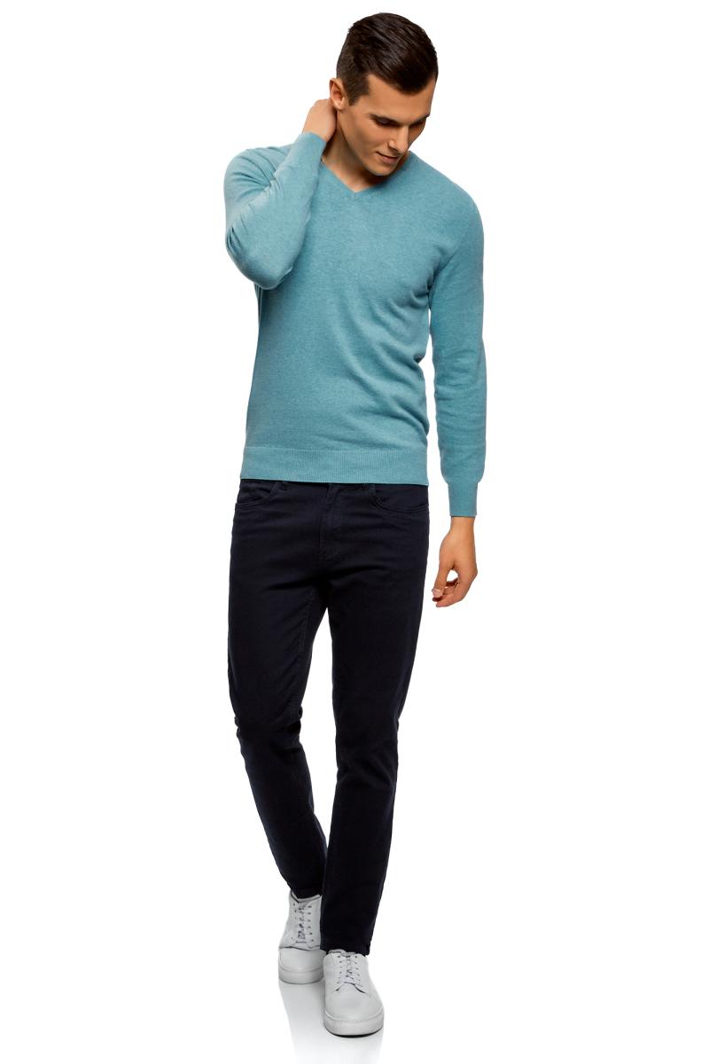 Пуловер мужской oodji Basic, цвет: бирюзовый меланж. 4B212004M-1/34390N/7300M. Размер XXL (58/60)4B212004M-1/34390N/7300MБазовый пуловер от oodji с V-образным вырезом. Облегающая модель прямого кроя из тонкой пряжи. V-образный вырез обработан узкой трикотажной резинкой. Широкая вязаная резинка использована для манжетов и оформления нижнего края пуловера.Тонкий трикотаж комфортен, долговечен, эффективно регулирует теплообмен и позволяет коже дышать. Такие замечательные свойства обеспечивает материалу хлопок с небольшой долей полиамида. Пуловер отлично сидит на любой фигуре.Стильный базовый пуловер выручит вас во многих ситуациях. Он легко сочетается с любыми вещами. В официальной обстановке эта модель будет элегантно выглядеть с узкими классическими брюками и тонкой рубашкой с галстуком. Завершат образ туфли дерби или оксфорды. В неофициальном варианте тот же комплект станет подчеркнуто неформальным, если рубашку оставить навыпуск, а рукава закатать до локтя. Надев пуловер с футболкой и джинсами, вы создадите универсальный городской лук для дружеских встреч и отдыха на природе. В этом случае можно остановить свой выбор на мокасинах, кроссовках, топсайдерах.Тонкий базовый пуловер – стильная штучка в вашем гардеробе!