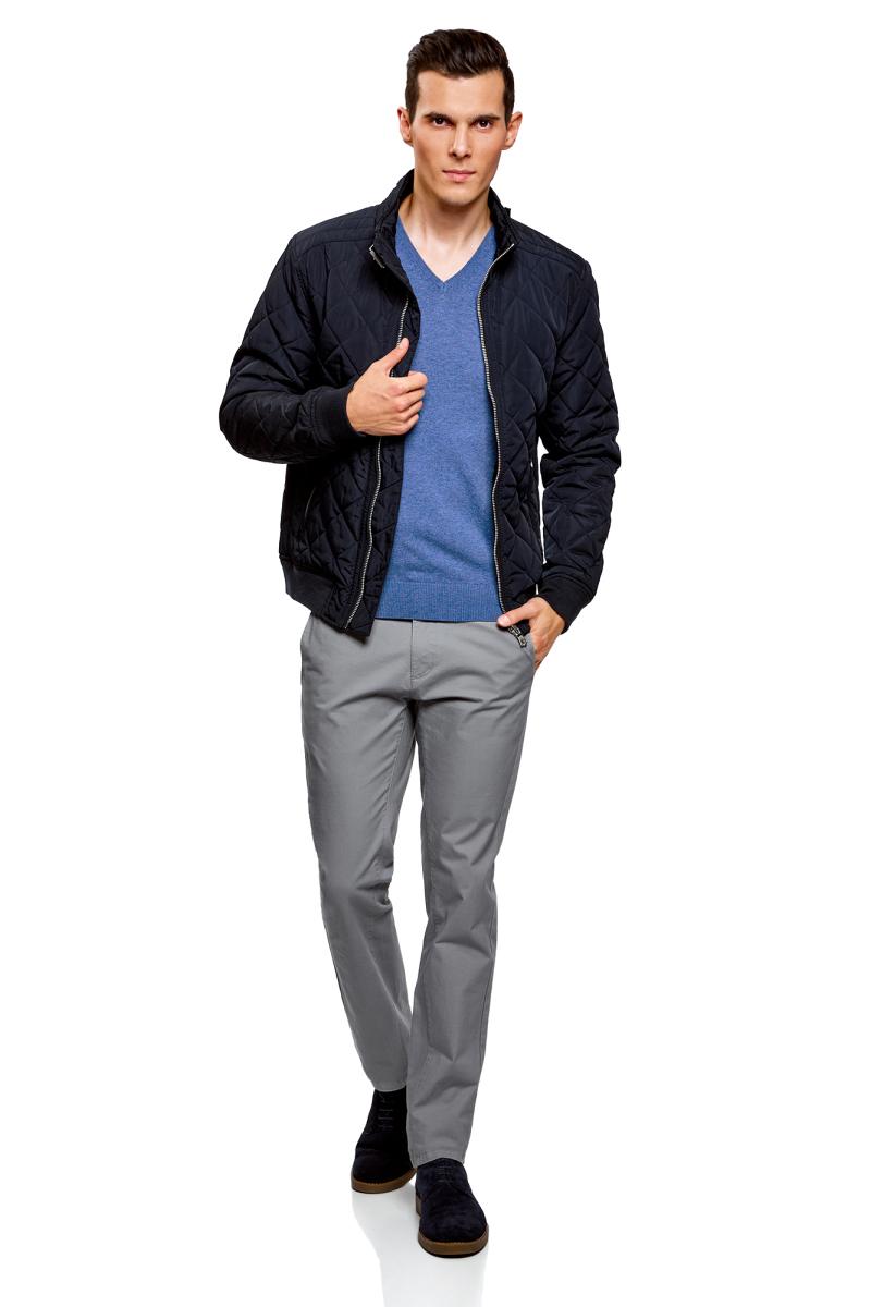 Пуловер мужской oodji Basic, цвет: синий меланж. 4B212004M-1/34390N/7500M. Размер XXL (58/60)4B212004M-1/34390N/7500MБазовый пуловер от oodji с V-образным вырезом. Облегающая модель прямого кроя из тонкой пряжи. V-образный вырез обработан узкой трикотажной резинкой. Широкая вязаная резинка использована для манжетов и оформления нижнего края пуловера.Тонкий трикотаж комфортен, долговечен, эффективно регулирует теплообмен и позволяет коже дышать. Такие замечательные свойства обеспечивает материалу хлопок с небольшой долей полиамида. Пуловер отлично сидит на любой фигуре.Стильный базовый пуловер выручит вас во многих ситуациях. Он легко сочетается с любыми вещами. В официальной обстановке эта модель будет элегантно выглядеть с узкими классическими брюками и тонкой рубашкой с галстуком. Завершат образ туфли дерби или оксфорды. В неофициальном варианте тот же комплект станет подчеркнуто неформальным, если рубашку оставить навыпуск, а рукава закатать до локтя. Надев пуловер с футболкой и джинсами, вы создадите универсальный городской лук для дружеских встреч и отдыха на природе. В этом случае можно остановить свой выбор на мокасинах, кроссовках, топсайдерах.Тонкий базовый пуловер – стильная штучка в вашем гардеробе!