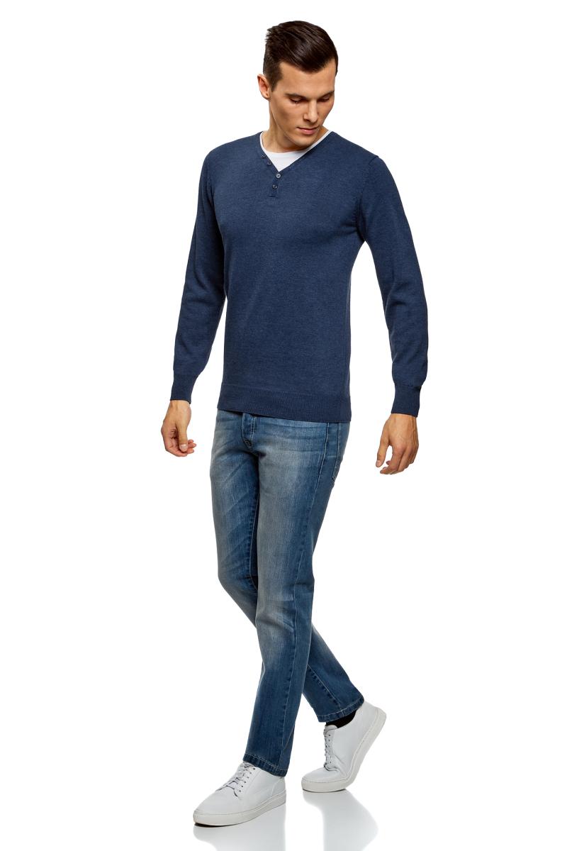 Пуловер мужской oodji Basic, цвет: темно-синий. 4B212006M-1/47709N/7901N. Размер L (52/54)4B212006M-1/47709N/7901NМужской пуловер от oodji выполнен из хлопкового трикотажа. Модель с длинными рукавами и V-образным вырезом горловины на груди дополнена хлопковой вставкой и оформлена декоративными пуговицами.