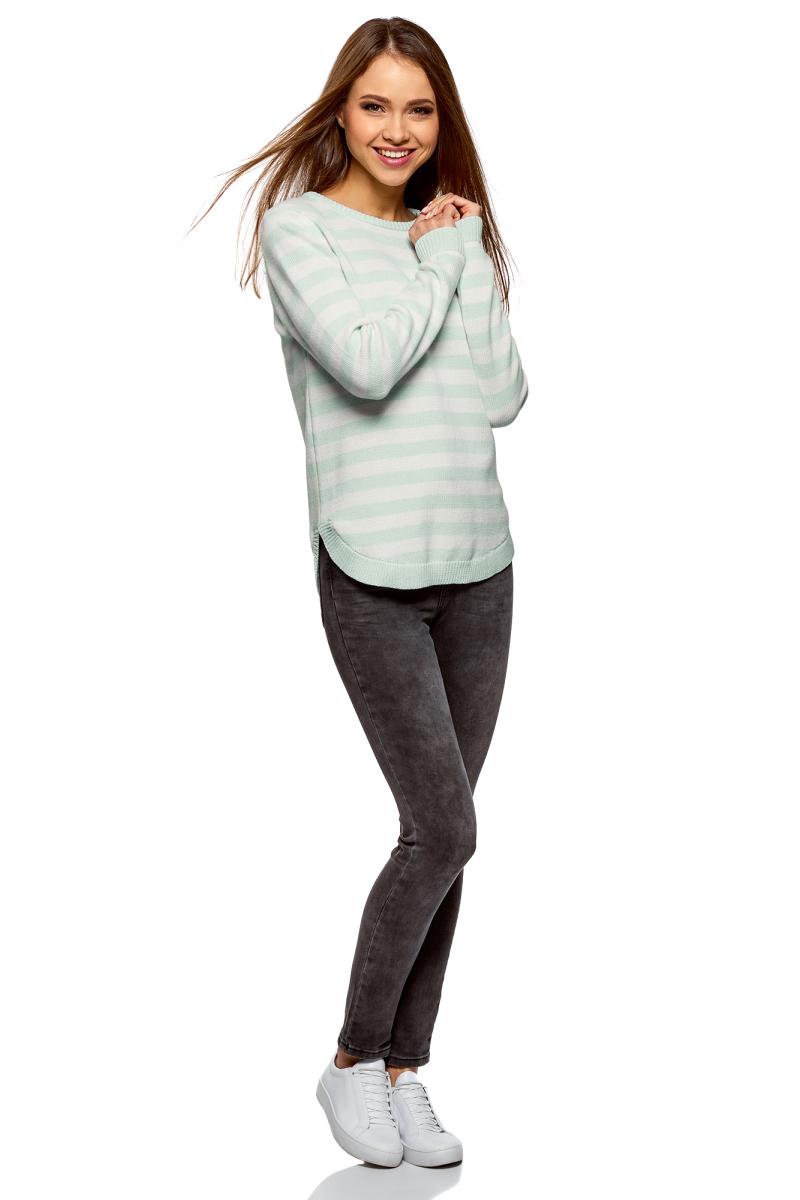 Джемпер женский oodji Ultra, цвет: ментоловый, белый. 63807289-2/43812/6512S. Размер XS (42)63807289-2/43812/6512SСтильный женский джемпер, выполненный из хлопковой пряжи, отлично дополнит ваш образ. Модель с круглым вырезом горловины и длинными рукавами на плече дополнена декоративной молнией. Манжеты, низ изделия и горловина связаны резинкой.