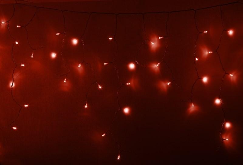 Гирлянда Neon-Nigh Айсикл, светодиодная бахрома, цвет: прозрачный, красный, 4,8 х 0,6 м255-142Гирлянда Айсикл плей-лайт - это световой дождь с нитями разной длины. Она имитирует сосульки и может послужить эффектным и оригинальным решением при декорировании карнизов домов, оконных проемов, арок и других элементов как фасадов здания, так и интерьеров внуренних помещений. Благодаря использованию в гирлянде светодиодов ее отличительной особенностью является изрядная яркость и низкое энергопотребление. Цвет свечения красный. Цвет провода прозрачный. Степень влагозащиты позволяет использование на улице. При длине 4,8 метра гибкая направляющая имеет 48 нитей длиной от 20 до 60 см.
