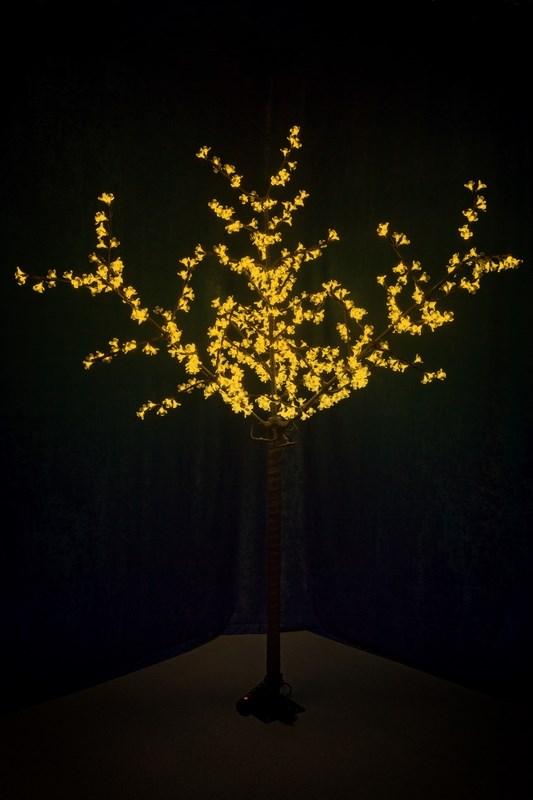 Светодиодное дерево Neon-Night Сакура, цвет: желтый, диаметр кроны 170 см, высота 240 см531-321Световое дерево Сакура представляет собой имитацию цветущей японской сакуры. Оно используется для декоративного освещения интерьеров и ландшафтов. Такое дерево может стать прекрасным украшением для вашего дома, офиса, торгового зала, кафе, ресторана или загородного участка. Оно создаст уют, придаст оригинальный стиль и необходимый вам колорит независимо от времени года.Конструкция имеет лекгосплавной каркас в оболочке из темного пластика. На ветках дерева расположены яркие светодиодные гирлянды с силиконовыми насадками (цветками). Светодиодное дерево выглядит очень натурально. Питание осуществляется через сетевой трансформатор, поэтому изделие является низковольтным и может использоваться в уличных условиях.Диаметр кроны: 1,7 м.Высота дерева: 2,4 м. 600 диодов.230В-12В, 36 Вт.