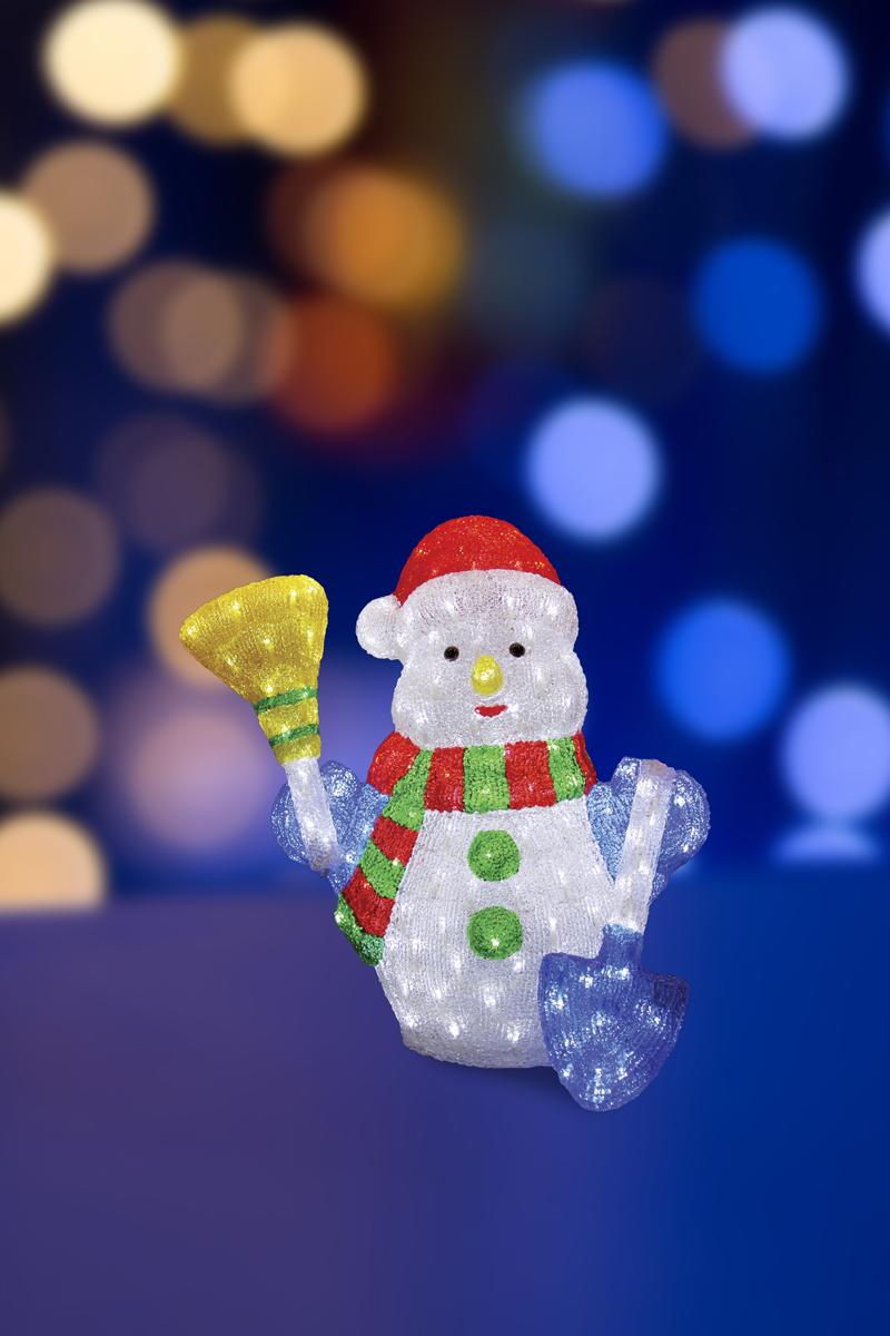 Фигура акриловая светодиодная Neon-Night Снеговик с метлой и лопатой, 260 LED, с понижающим трансорматором, 60 см513-277Акриловые фигуры за несколько лет вызвали большой интерес у дизайнеров и частных клиентов. С каждым годом расширяется не только ассортимент акриловых фигур, но и появляются новые технологии нанесения акрила. Эти яркие, светящиеся объемные фигуры, состоящие из металлического каркаса, акрила и светодиодов, применяются для оформления и создания новогодней атмосферы в кафе, ресторанах, торговых центрах, магазинах, на площадях и перед входом, а также просто в частных домах и квартирах. Все фигуры укомплектованы понижающим трансформатором , что обеспечивает безопасность при контактировании, а так же имеют степень защиты IP 44, что позволяет использовать их как в помещении, так и на улице. Акриловая светодиодная фигура Снеговик с метлой и лопатой высотой 60 см, светящаяся более чем 260 ярких диодов, выполнена по специальной технологии нанесения акрила. Она позволит Вам создать ту самую, настояющую новогоднюю атмосферу и принести сотни радостных улыбок.