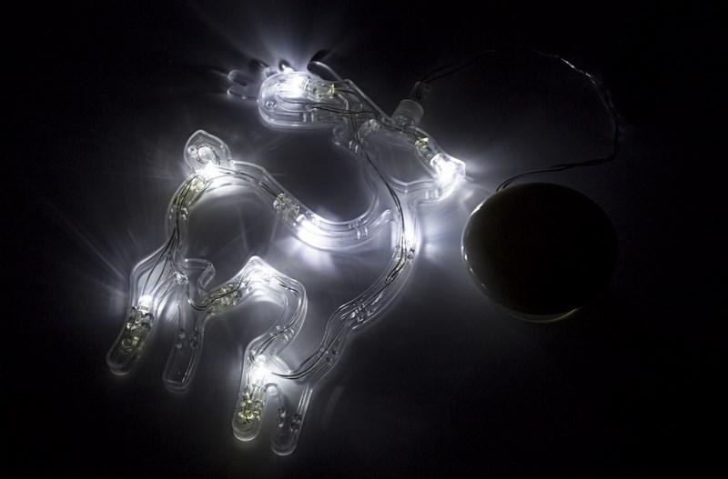 Фигура светодиодная Neon-Night Олененок, на присоске с подвесом, цвет: белый501-016Фигура светодиодная Neon-Night выполнена из пластикового короба в форме Олененка, внутри которого равномерно расположены 8 светодиодов белого цвета свечения. Фигура крепится на ровную гладкую поверхность на присоску, которая расположена на батарейном блоке на расстоянии 20 см от фигуры на подвесе. Питание осуществляется при помощи 3 батареек типа AAA.
