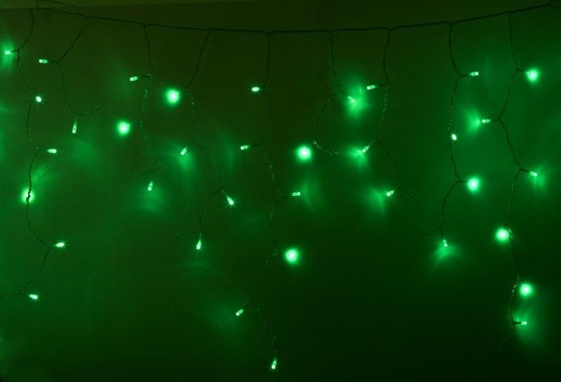 Гирлянда Айсикл (бахрома) светодиодный, 2,4 х 0,6 м, прозрачный провод, 220В, диоды зеленые255-054Гирлянда Айсикл плей-лайт - это световой дождь с нитями разной длины. Она имитирует сосульки и может послужить эффектным и оригинальным решением при декорировании карнизов домов, оконных проемов, арок и других элементов как фасадов здания, так и интерьеров внутренних помещений. Благодаря использованию в гирлянде светодиодов ее отличительной особенностью является изрядная яркость и низкое энергопотребление. Цвет свечения - зеленый.