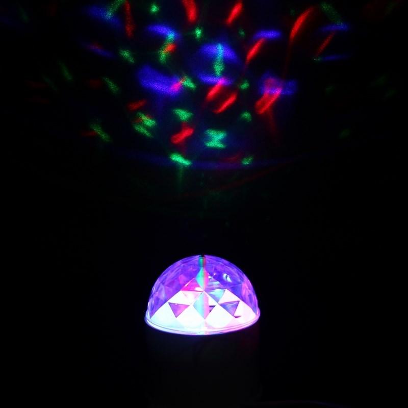 Диско-лампа светодиодная Neon-Night, цоколь Е27, с подставкой, 220В601-251Светодиодная диско-лампа представляет собой устройство для создания эффекта светомузыки. Выполнена из пластикового корпуса в виде привычной лампочки, содержит внутри моторчик, который создает динамическое вращение потока разноцветных лучей.Благодаря цоколю Е27 вы можете легко вкрутить диско-лампу в вашу люстру или торшер и устроить настоящую вечеринку прямо у вас дома или на даче.Также вы можете использовать цоколь на подставке, который идет в комплекте - просто вкрутите в него вашу диско-лампу и подсоедините шнур питания подставки к сети 220В. Таким образом, установить диско-лампу можно на любую удобную поверхность, а специальные отверстия в подставке позволяют ее смонтировать на стену или потолок.Не ограничивайте себя в вопросе выбора места вашей дискотеки! Создайте вечеринку уже сейчас!