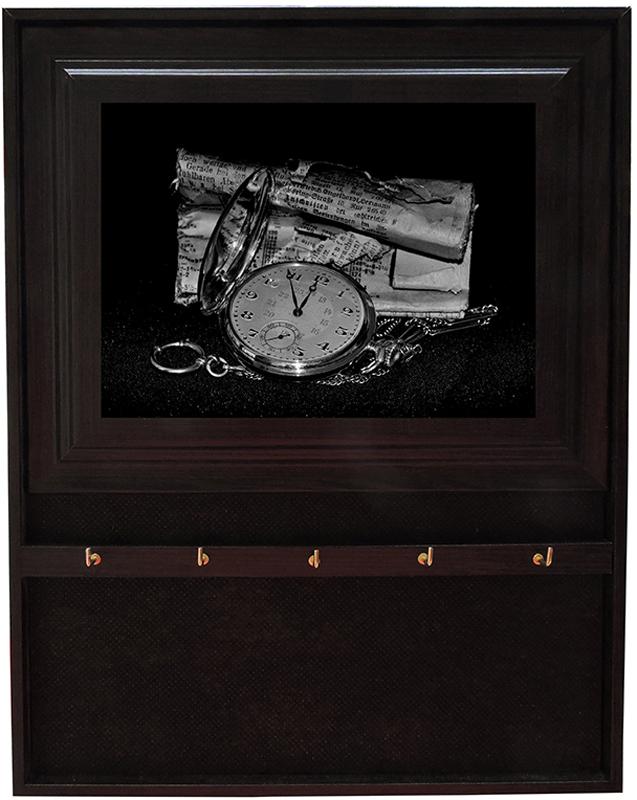Вешалка-ключница Milarte Открытая, 31 х 24,5 х 1,5 см. KOMV-107052KOMV-107052Вешалка-ключница Milarte Открытая, выполненная из МДФ, украсит интерьер помещения, а также поможет создать атмосферу уюта. Ключница, декорированная оригинальным изображением, станет не только украшением вашего дома, но и послужит функционально. Изделие имеет четыре металлических крючка для ключей.Вешалка-ключница подвешивается на стену, крепежные элементы входят в комплект. Размер изображения: 17 х 12 см.