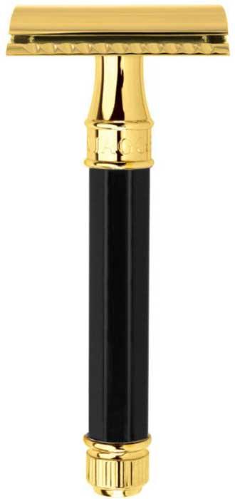 Edwin Jagger Станок Т-образный, цвет: черная смола, золото. DE86811GBLDE86811GBLДанный станок является вариацией флагмана британской компании - бритвы DE89BL, одной из самых популярных безопасных бритв в мире. Вся разница между ними заключается в форме и цвете ручки - в данной модели используется восьмигранный вариант цвета черной смолы. Станок выполнен из высококачественной нержавеющей стали и покрыт настоящим золотом 958 пробы для потрясающе дорогого внешнего вида. Станок сложен в фирменную подарочную упаковку. В комплект также входит упаковка из 5 лезвий Feather.