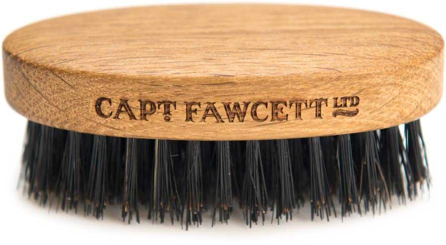 Captain Fawcett Щетка для бороды Wild Boar Bristle Brush. CF348CF348Щетка для бороды Captain Fawcett из щетины кабана помогут справиться с вашей бородой. При регулярном использовании натуральная жесткая щетина стимулирует фолликулы к росту волос и помогает поддерживать вашу бороду здоровой и чистой. Вы ощутите гордость и радость за себя и свою бороду! Изготовлено вручную из дуба. Длина - 92 мм Ширина - 50мм