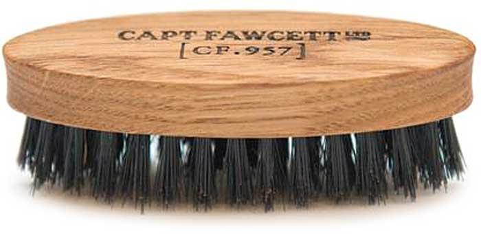 Captain Fawcett Щетка для усов Wild Boar Bristle Brush. CF355CF355Щетка для усов Captain Fawcett из щетины кабана помогут справиться с вашими усами. При регулярном использовании натуральная жесткая щетина стимулирует фолликулы к росту волос и помогает поддерживать ваши усы здоровыми и чистыми. Вы ощутите гордость и радость за себя и свои усы! Изготовлено вручную из дуба. Длина - 83 мм Ширина - 29мм