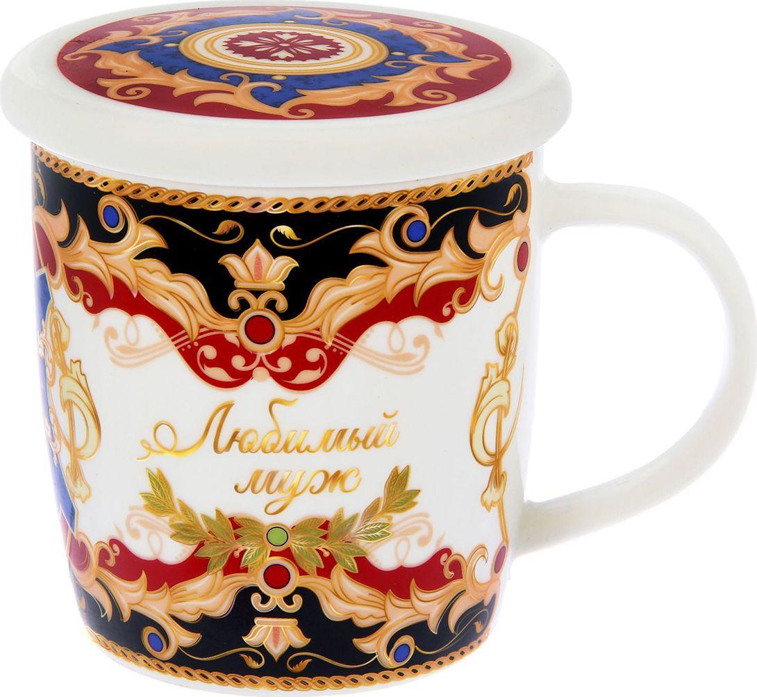 Набор Sima-land Любимый муж: кружка с крышкой-подставкой, 350 мл. 11755631175563Набор кружка с крышкой-подставкой Любимый муж — замечательный и памятный подарок на любой случай. Он с любовью создан дизайнерами специально для ценителей чая. Изысканный дизайн и благородные цвета будут радовать счастливого владельца долгие годы. Кружка дополнена крышкой с красочным рисунком. Она поможет заварить напиток прямо в кружке, дольше сохранит его горячим или заменит блюдце для чайного пакетика, ложечки или конфет.