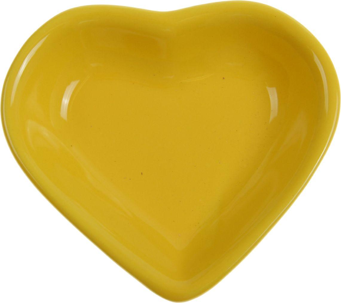 Миска для снэков Keramika Сердечко, 200 мл, цвет: желтый. 868232868232От качества посуды зависит не только вкус еды, но и здоровье человека. Миска для снэков 200 мл Сердечко — товар, соответствующий российским стандартам качества. Любой хозяйке будет приятно держать его в руках. С такой посудой и кухонной утварью приготовление еды и сервировка стола превратятся в настоящий праздник.